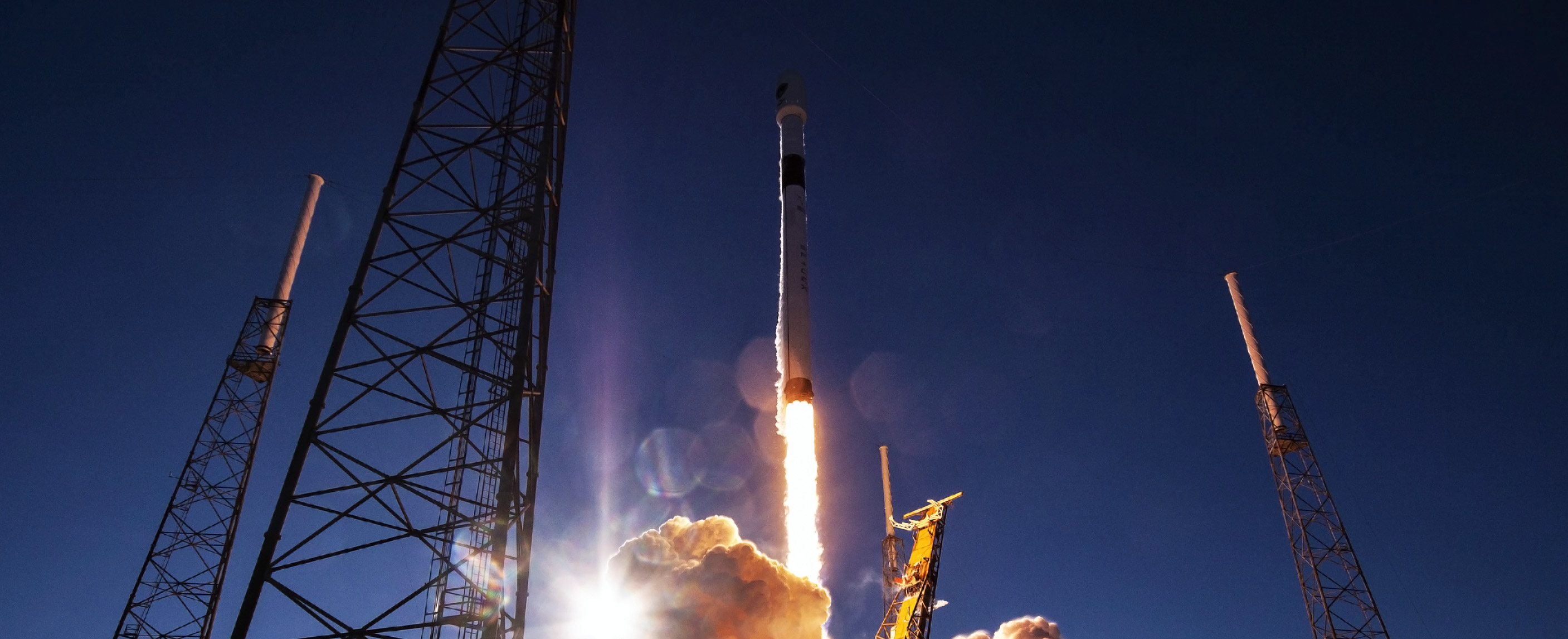 Falcon 9 B1054 GPS III SV01 liftoff (SpaceX) 5 crop
