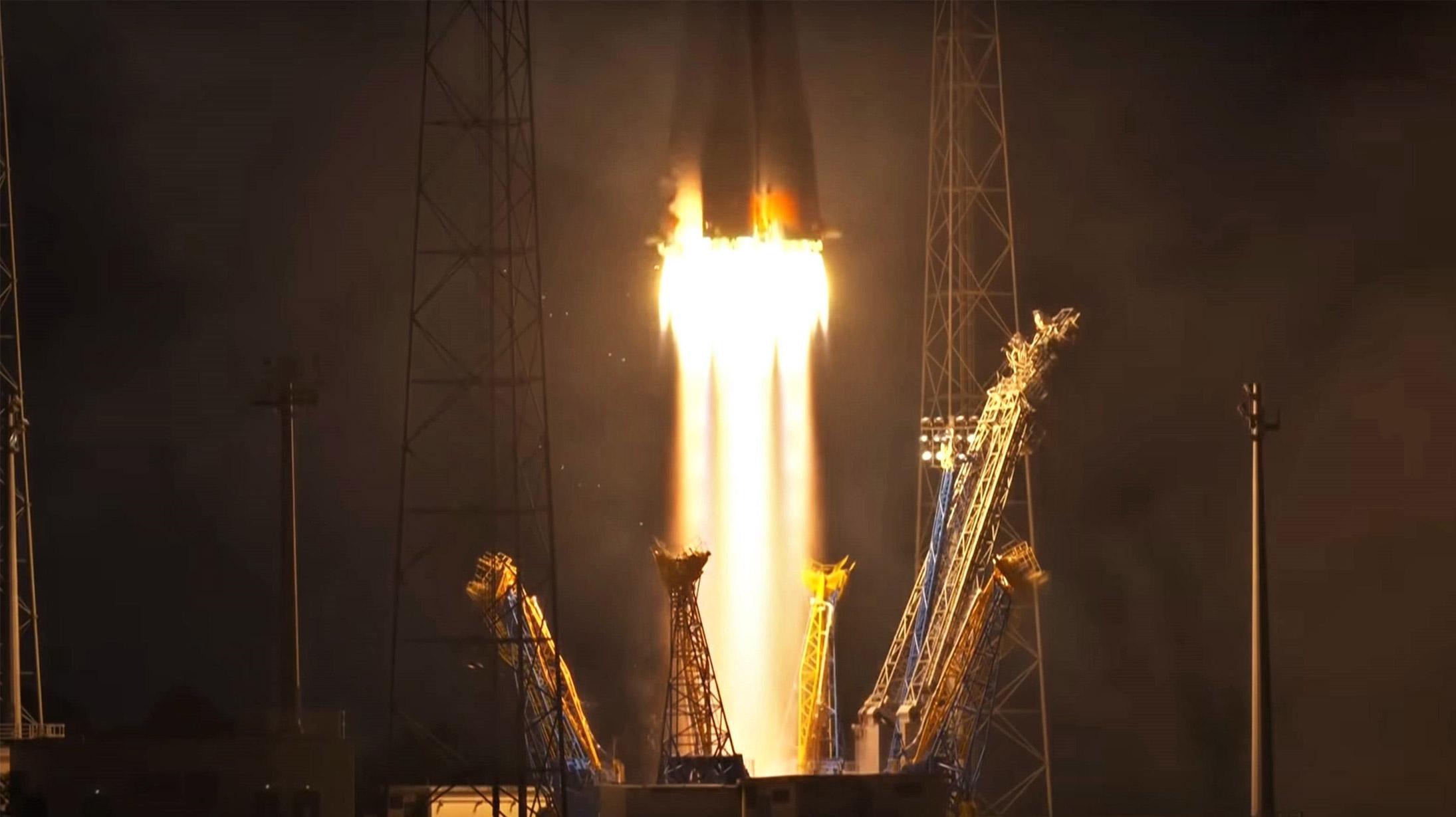 OneWeb Flight 1 VS21 launch (Arianespace) 1