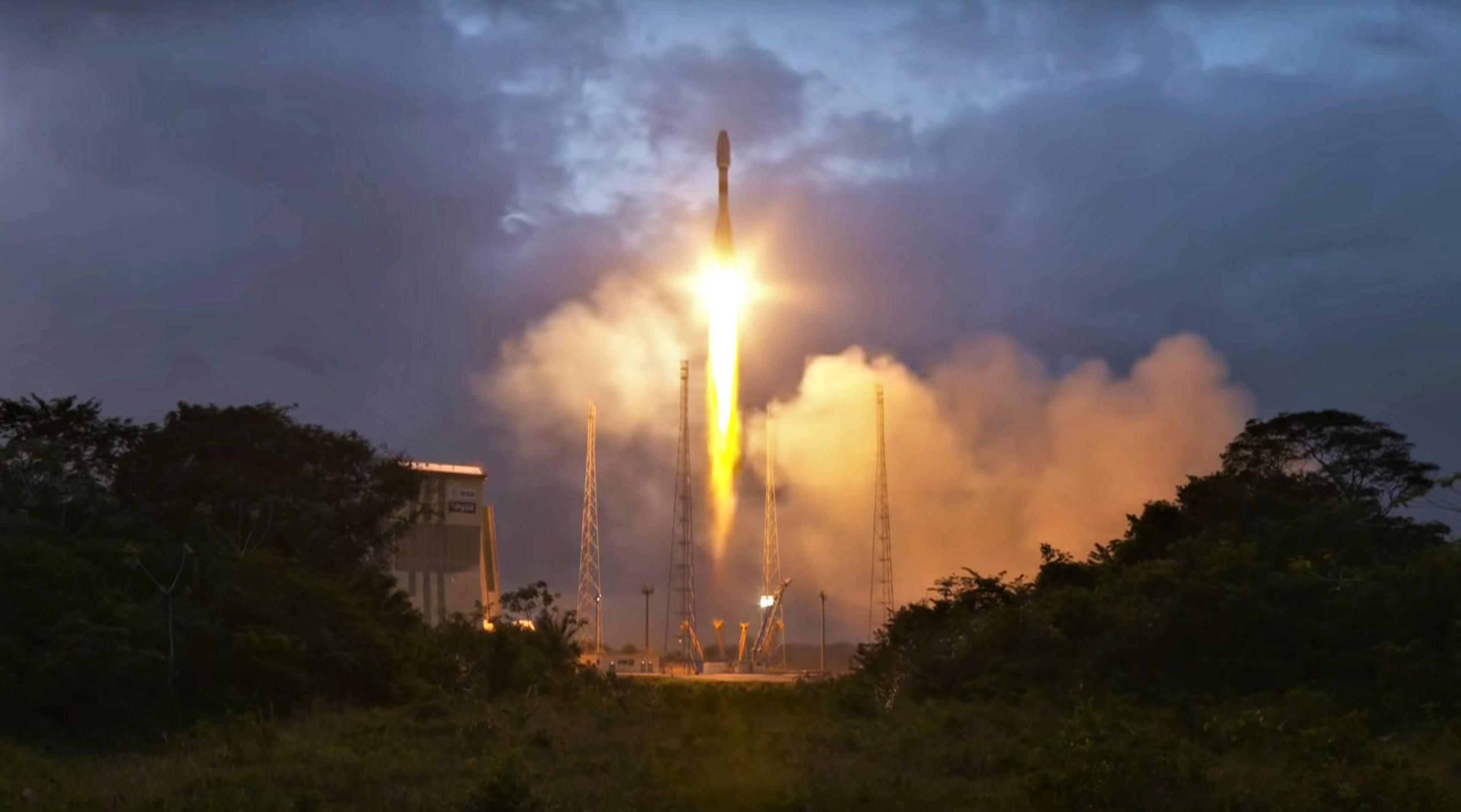 OneWeb Flight 1 VS21 launch (Arianespace) 2