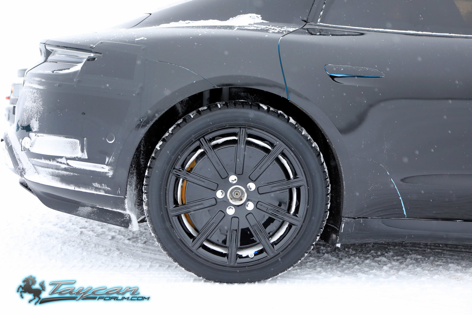 Porsche-Taycan-Prototype-winter-10