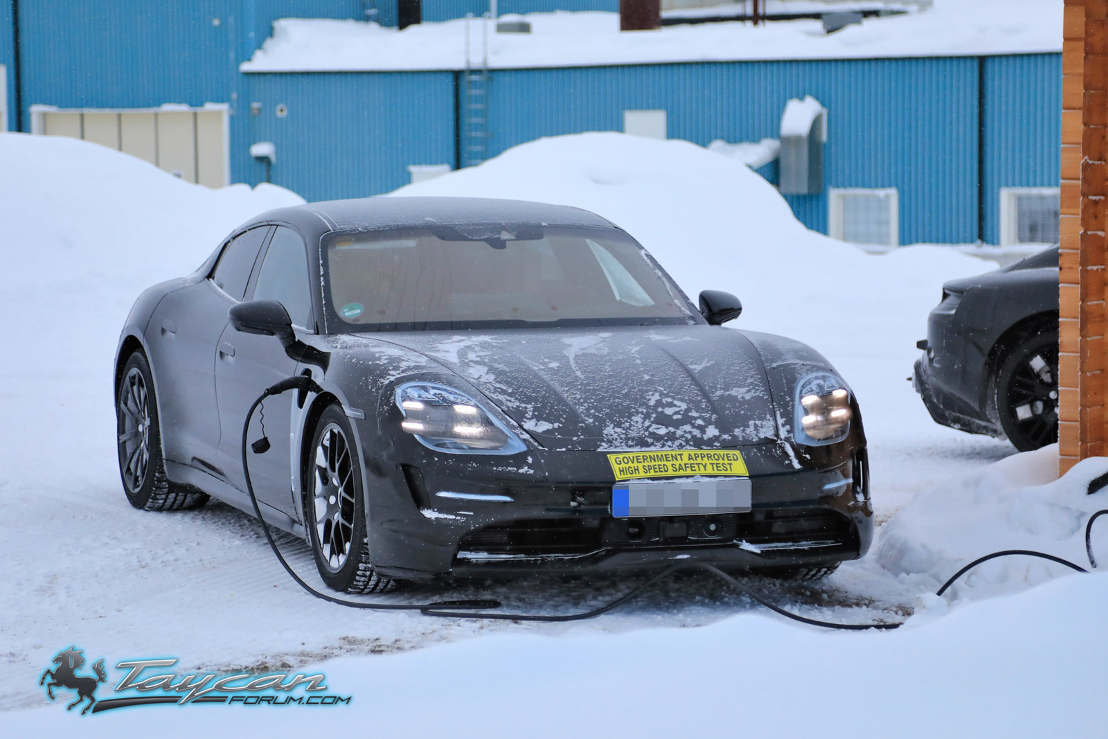 Porsche-Taycan-Prototype-winter-7