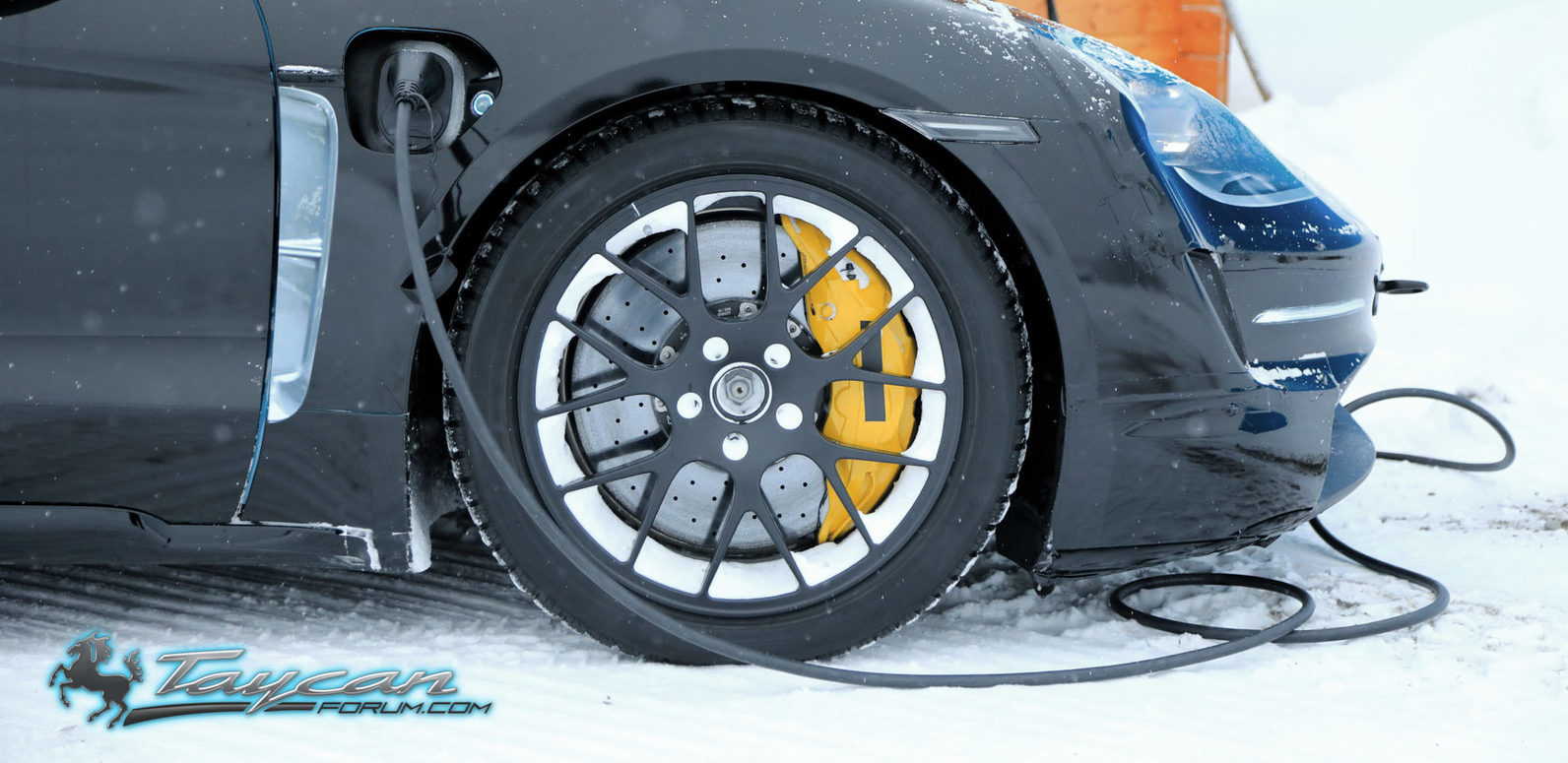 Porsche-Taycan-Prototype-winter-9