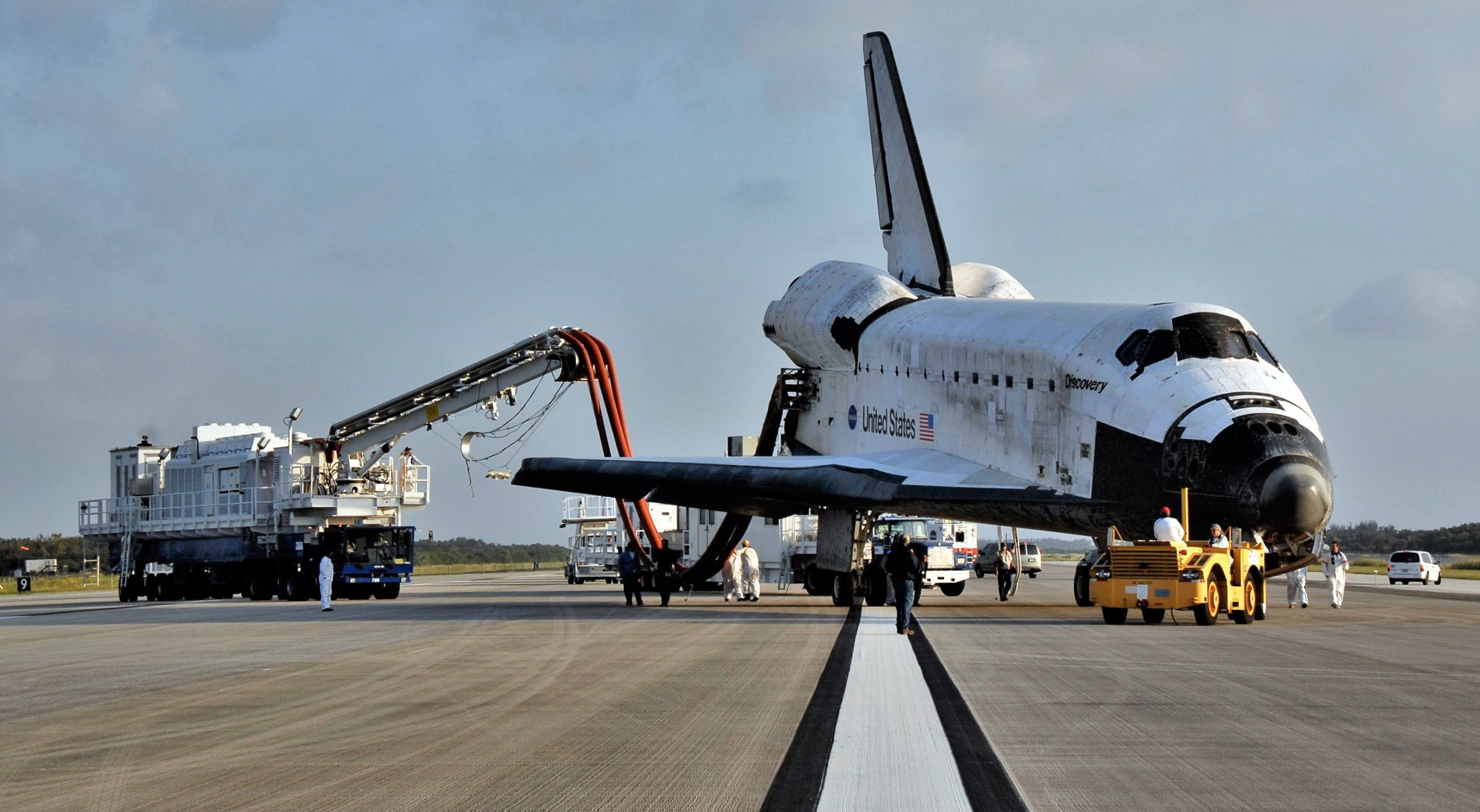 Shuttle Discovery STS-120 purge transporter (NASA) 1