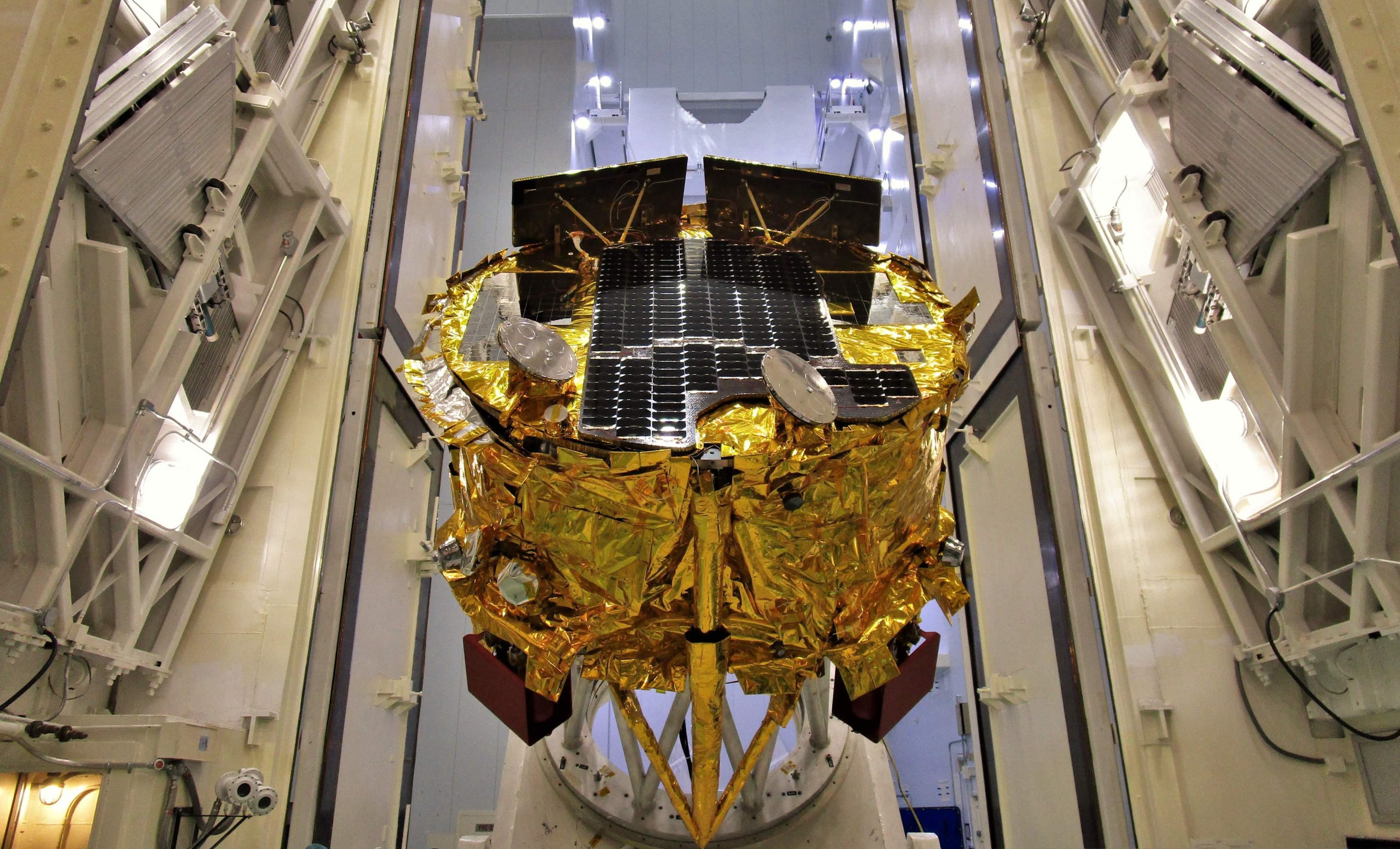 SpaceIL Beresheet Moon lander prep 021019 (Spaceflight) 2 crop (c)