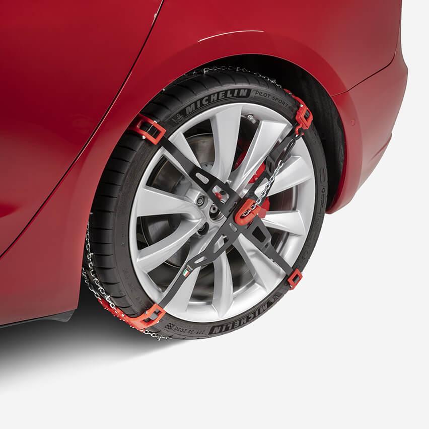 Tesla_Model-3_snow-tires_AWD_2