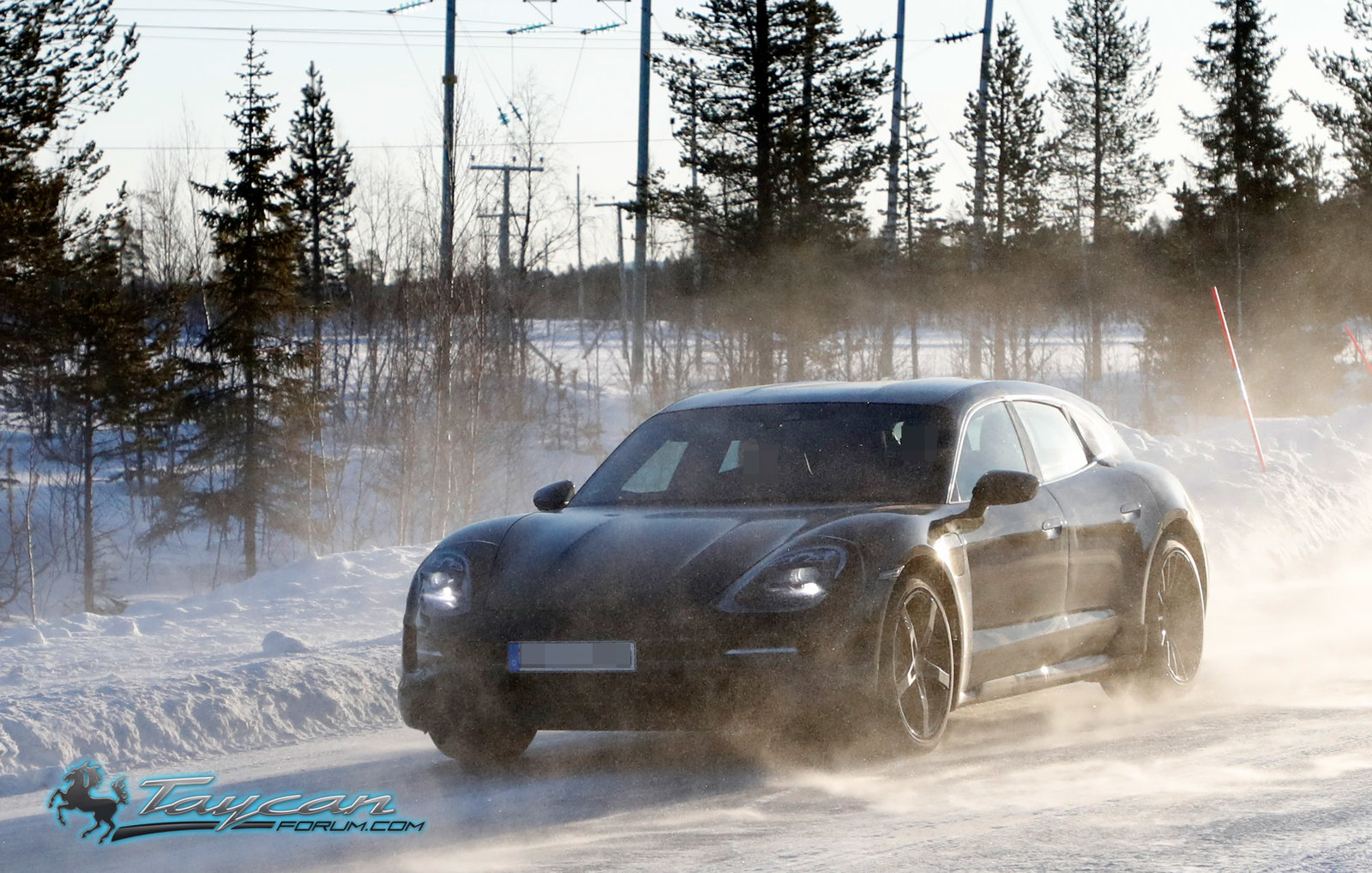 porsche-taycan-cross-turismo-winter-testing-2