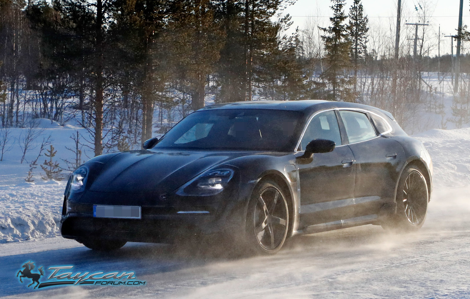 porsche-taycan-cross-turismo-winter-testing-3