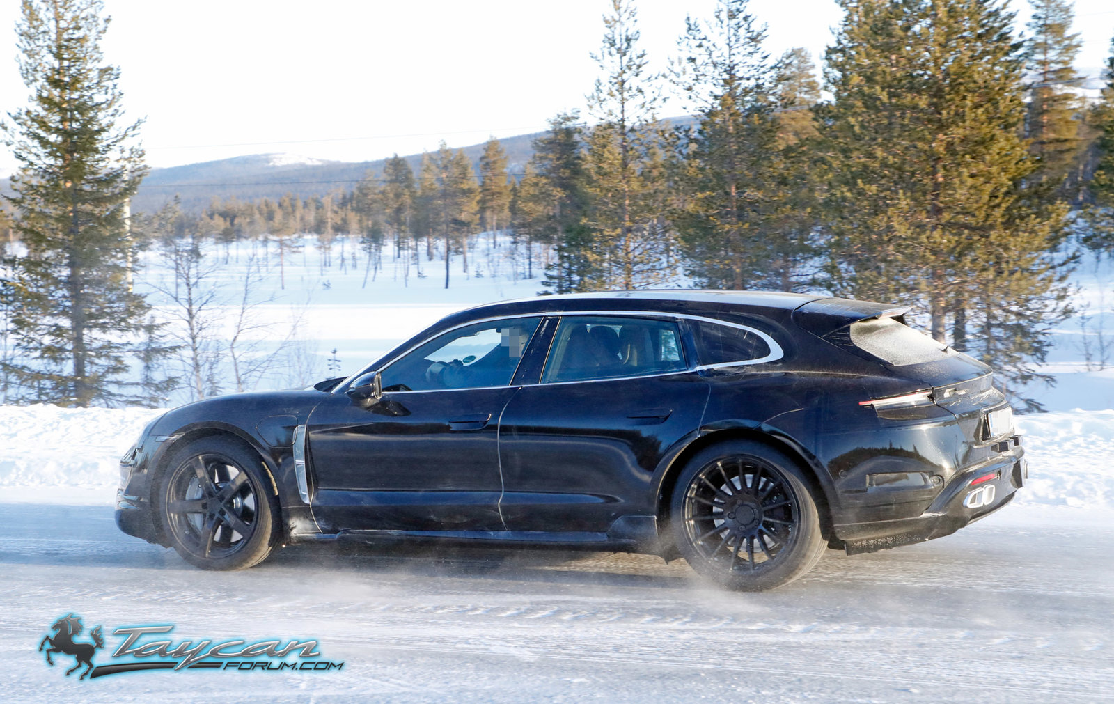 porsche-taycan-cross-turismo-winter-testing-5