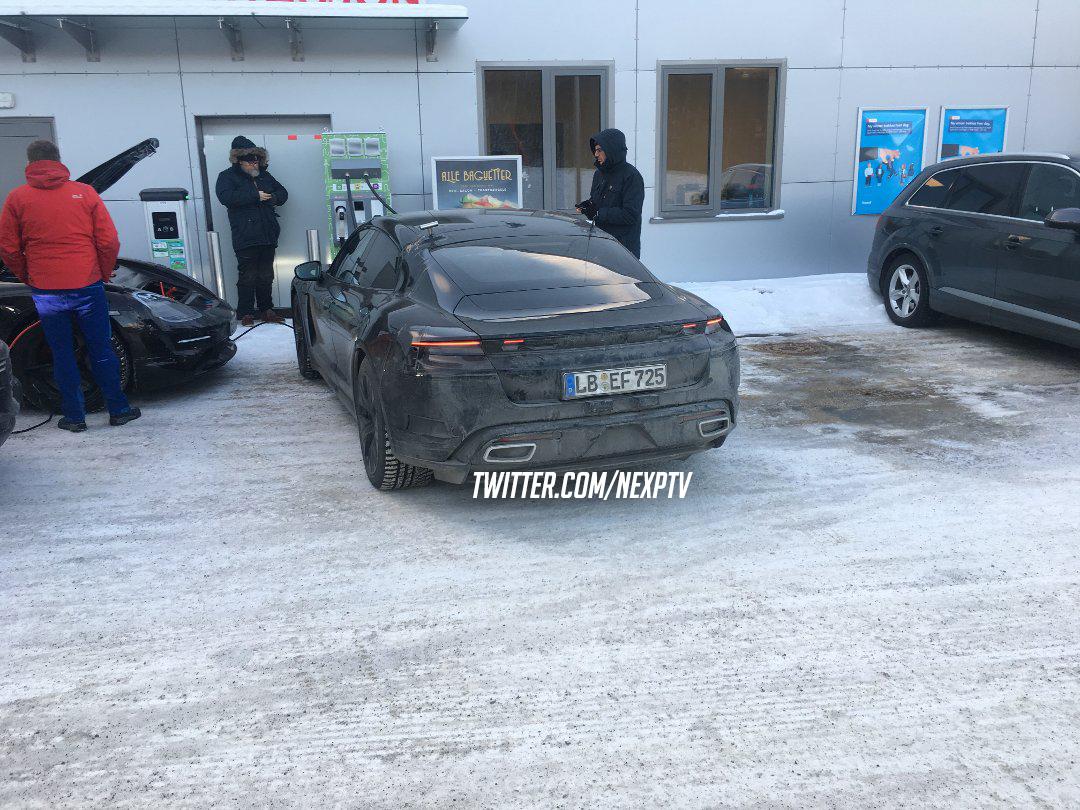porsche-taycan-winter-driving-1