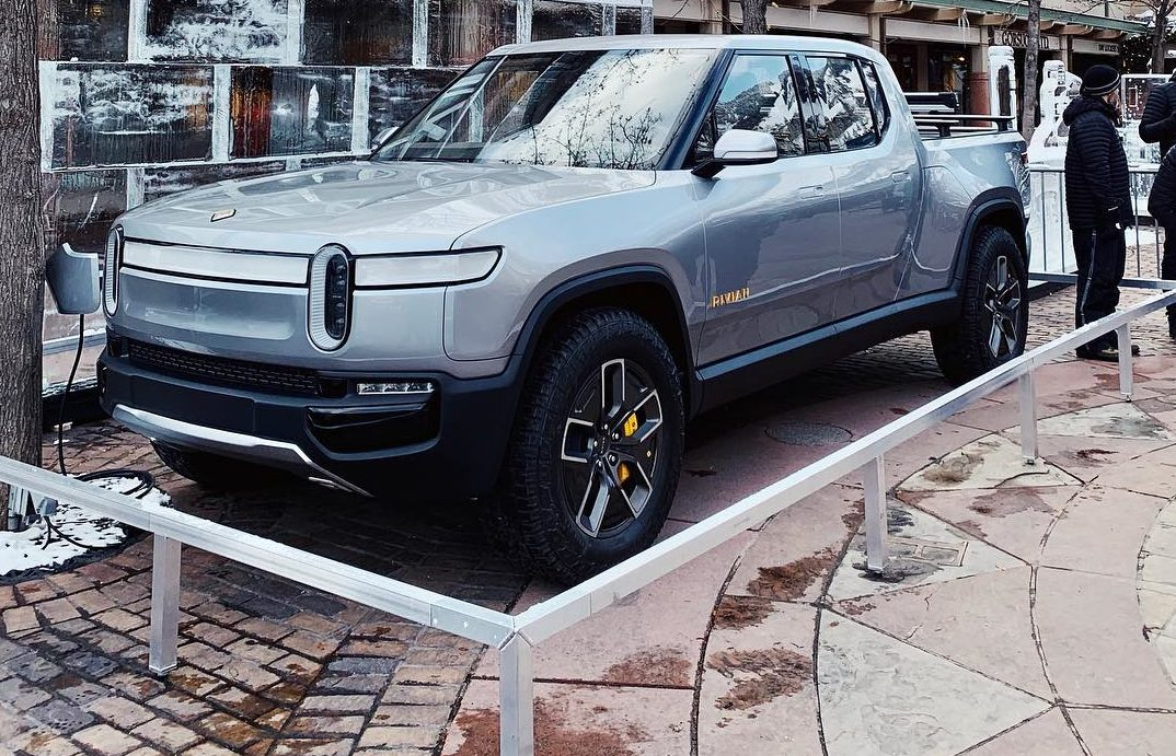 Amazon leads $700-million investment in aspiring Tesla rival Rivian