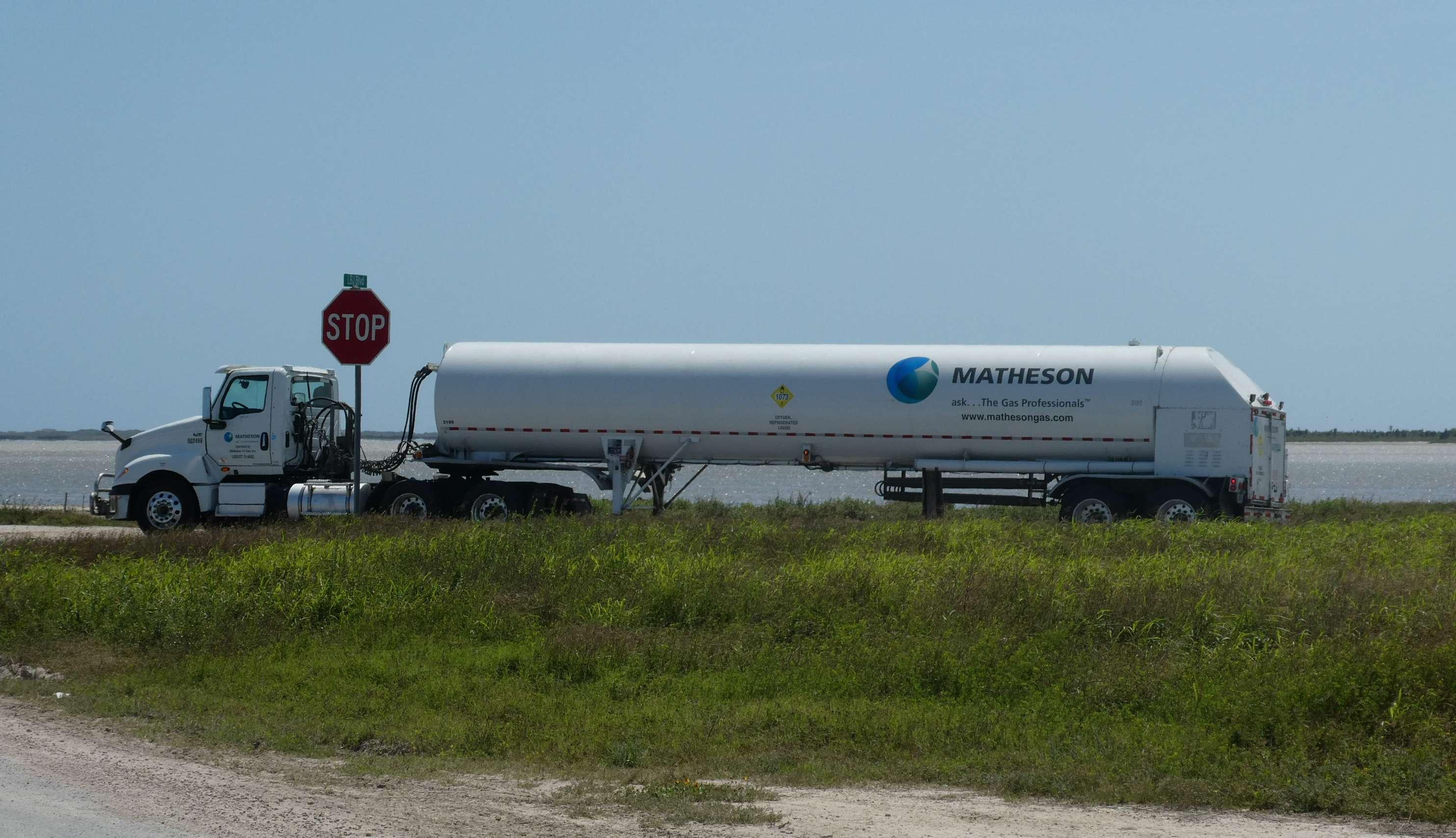 Boca Chica Starhopper LOX delivery 032719 (NASASpaceflight – nomadd) 1 (c)