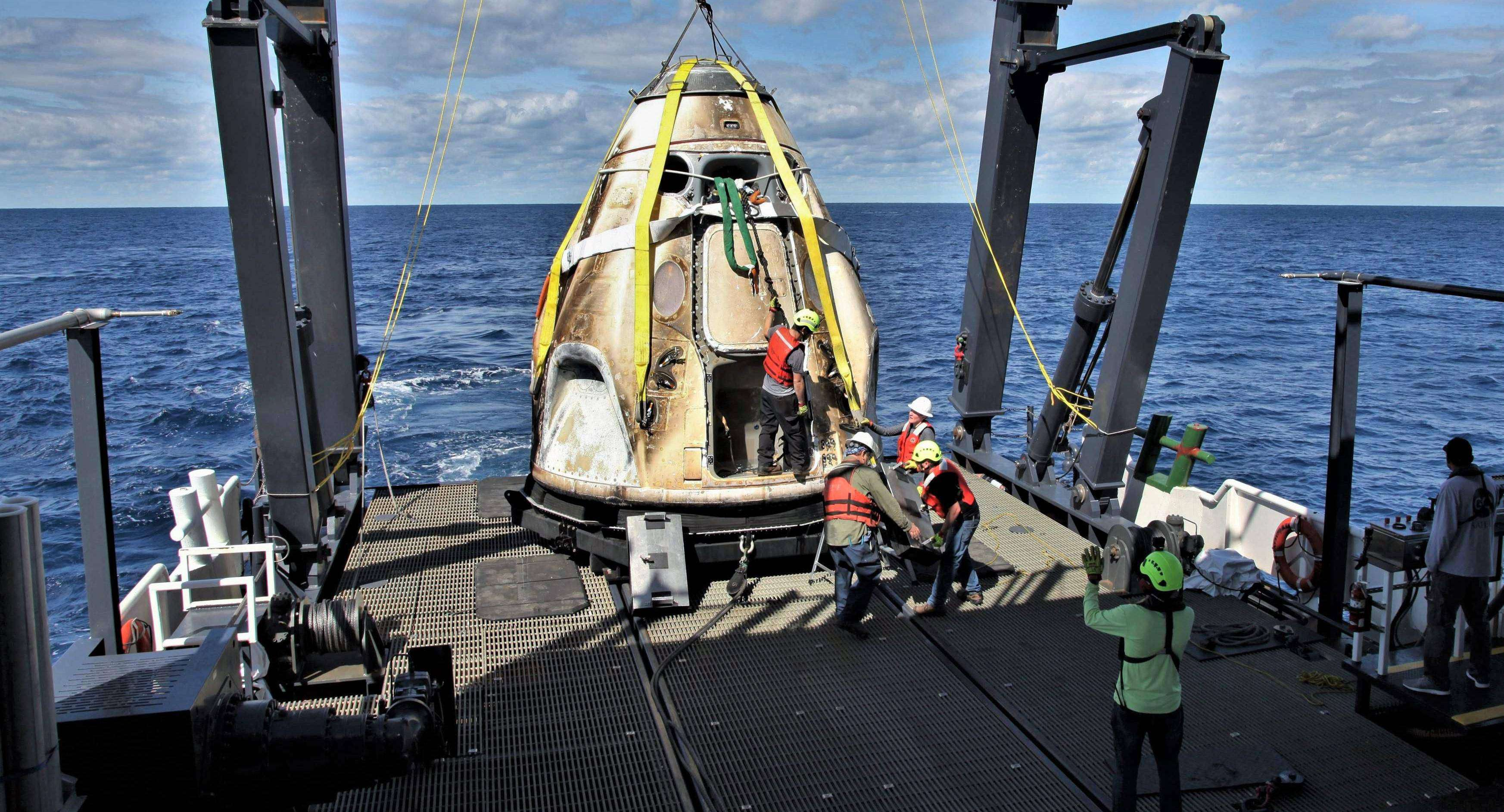 Crew Dragon DM-1 GO Searcher recovery ops 030819 (NASA – Cory Huston) 2 crop 2 (c)
