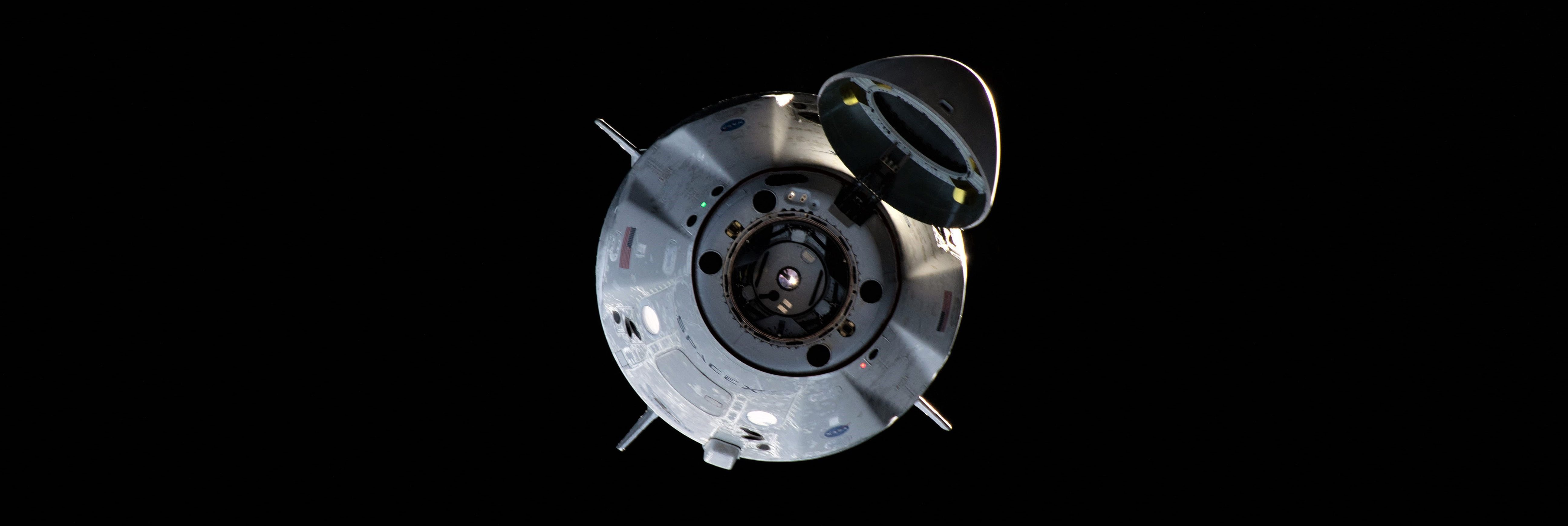 Crew Dragon DM-1 ISS arrival 030319 (NASA) 3 crop
