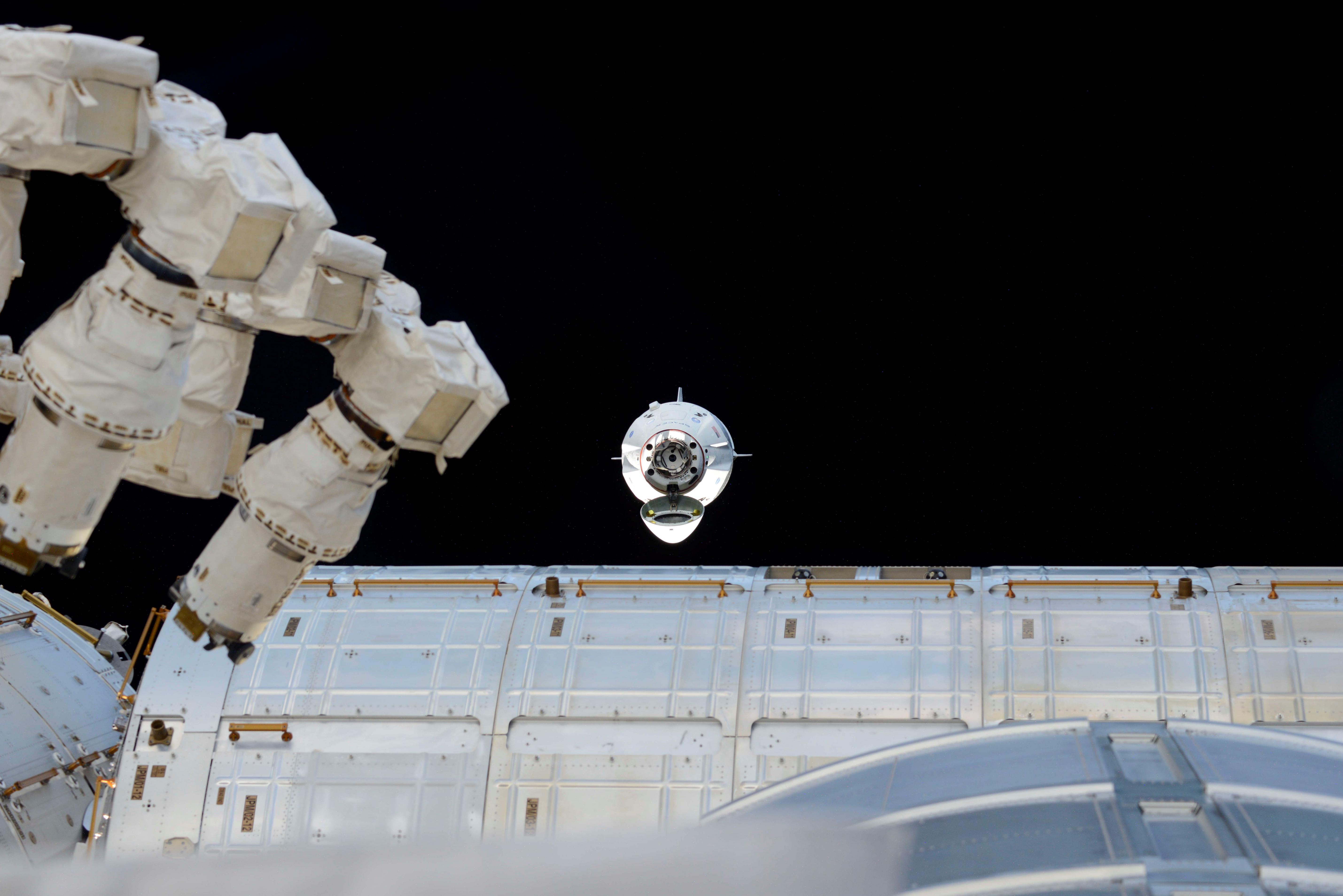 Crew Dragon DM-1 ISS arrival 030319 (Oleg Kononenko) 1 (c)