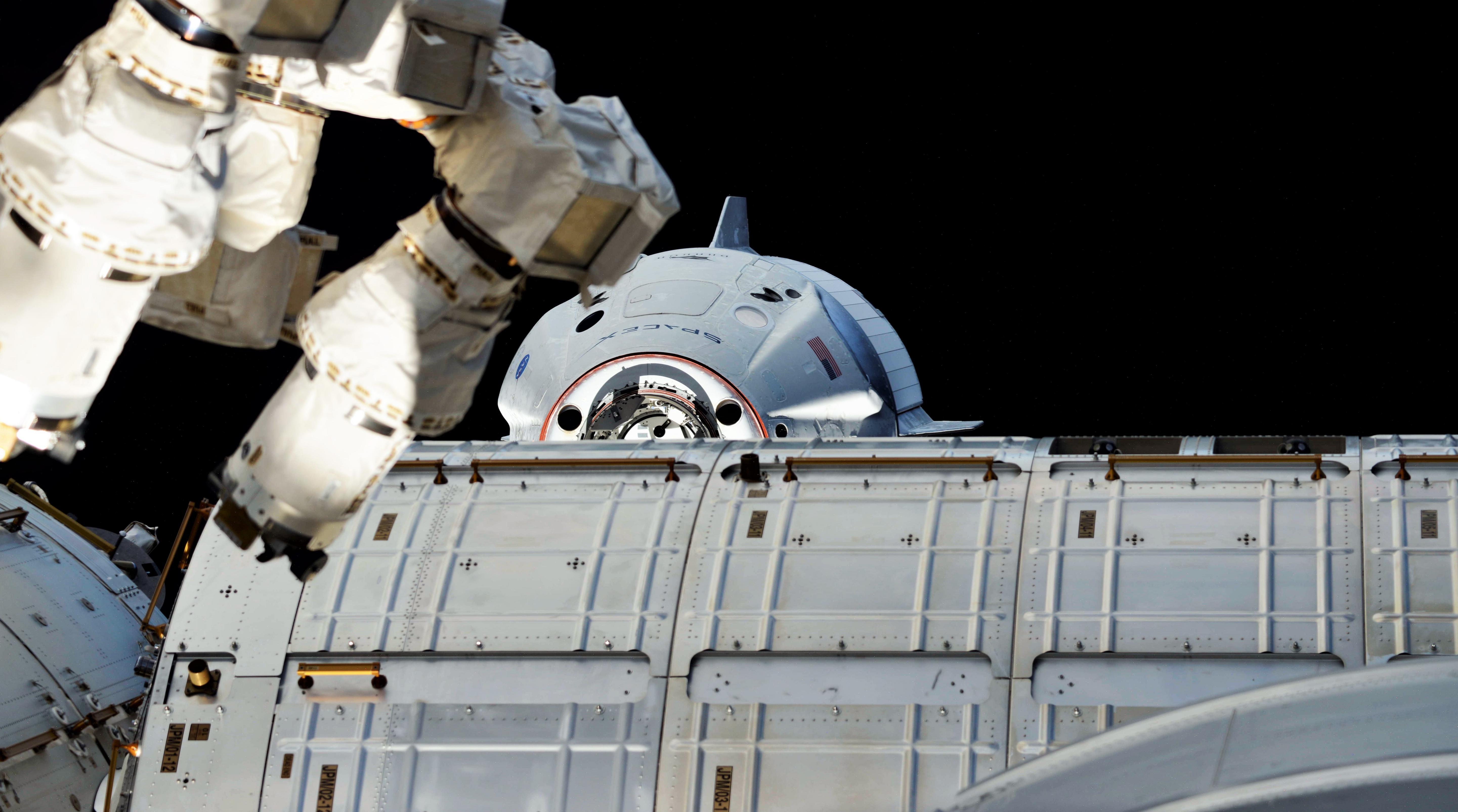 Crew Dragon DM-1 ISS arrival 030319 (Oleg Kononenko) 3 (c)