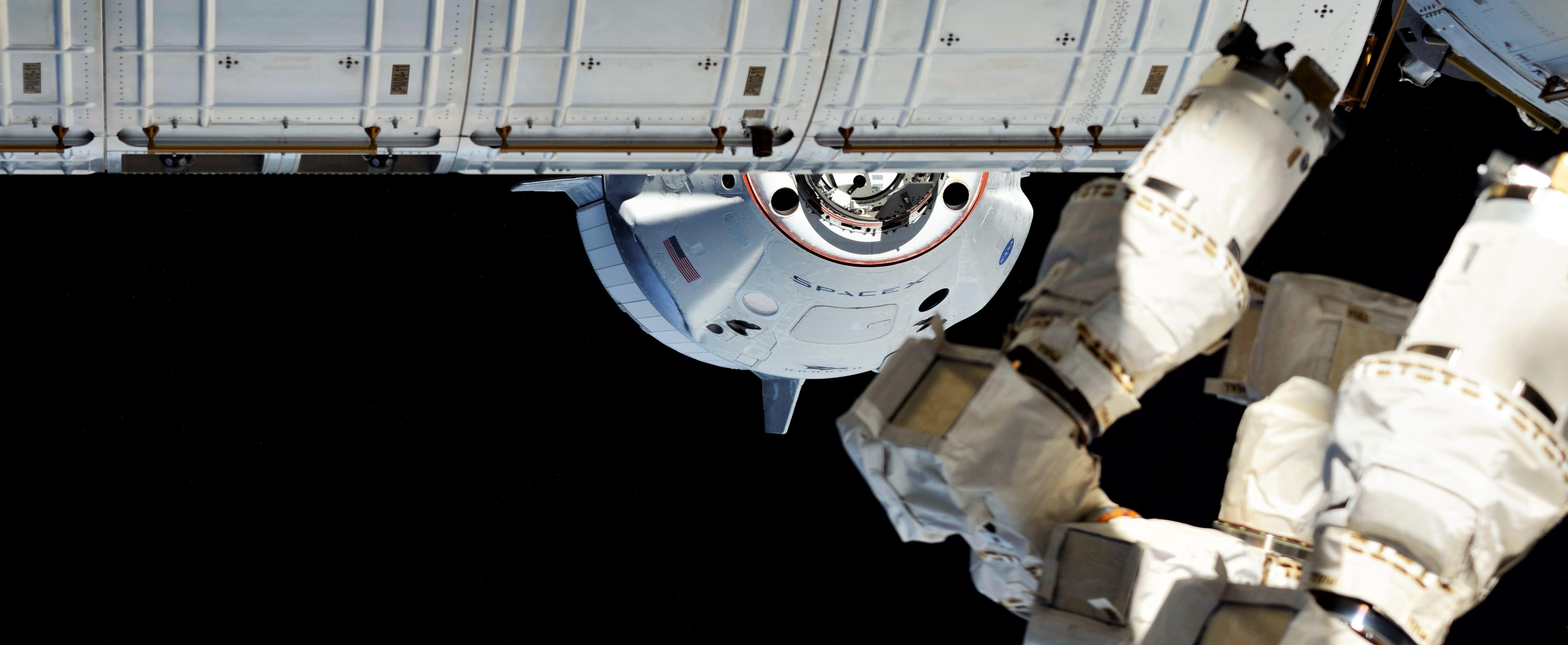Crew Dragon DM-1 ISS arrival 030319 (Oleg Kononenko) 3 crop (c)