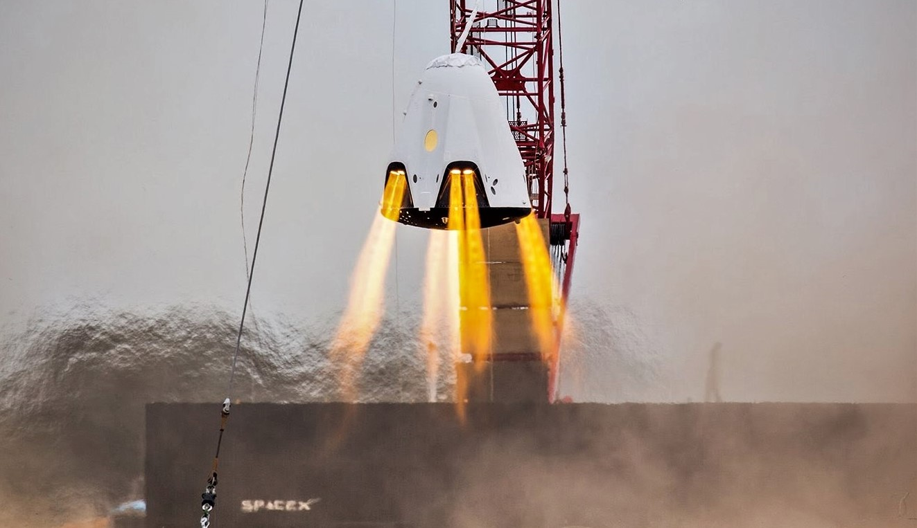 Crew Dragon SuperDraco hover test (SpaceX) crop