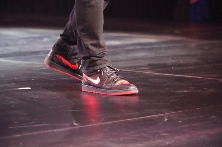 Elon-Musk-Tesla-shoes-2