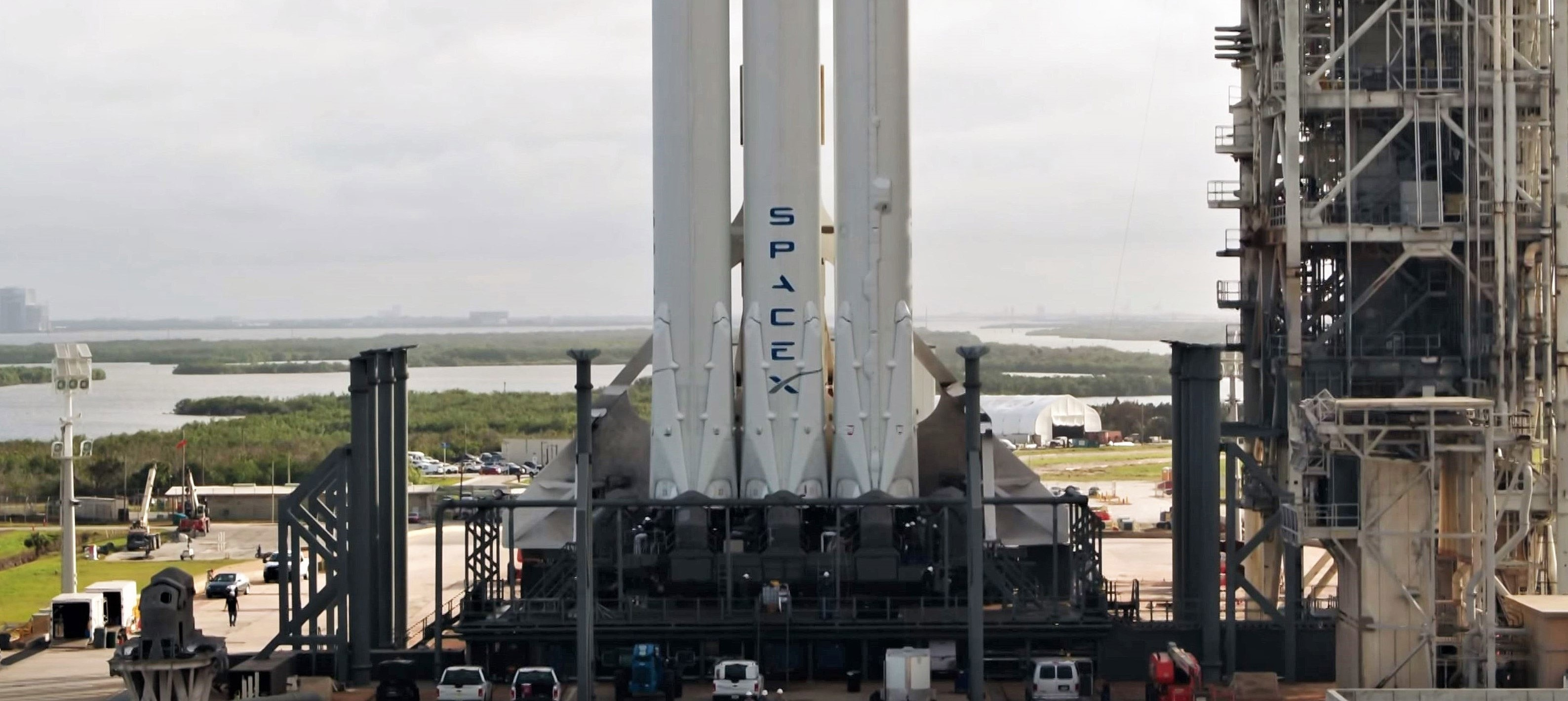 Falcon Heavy (SpaceX) 32 crop