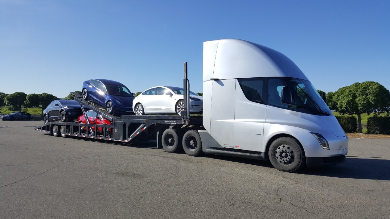 Video of Tesla Semi effortlessly pulling Model 3 cargo is a glimpse