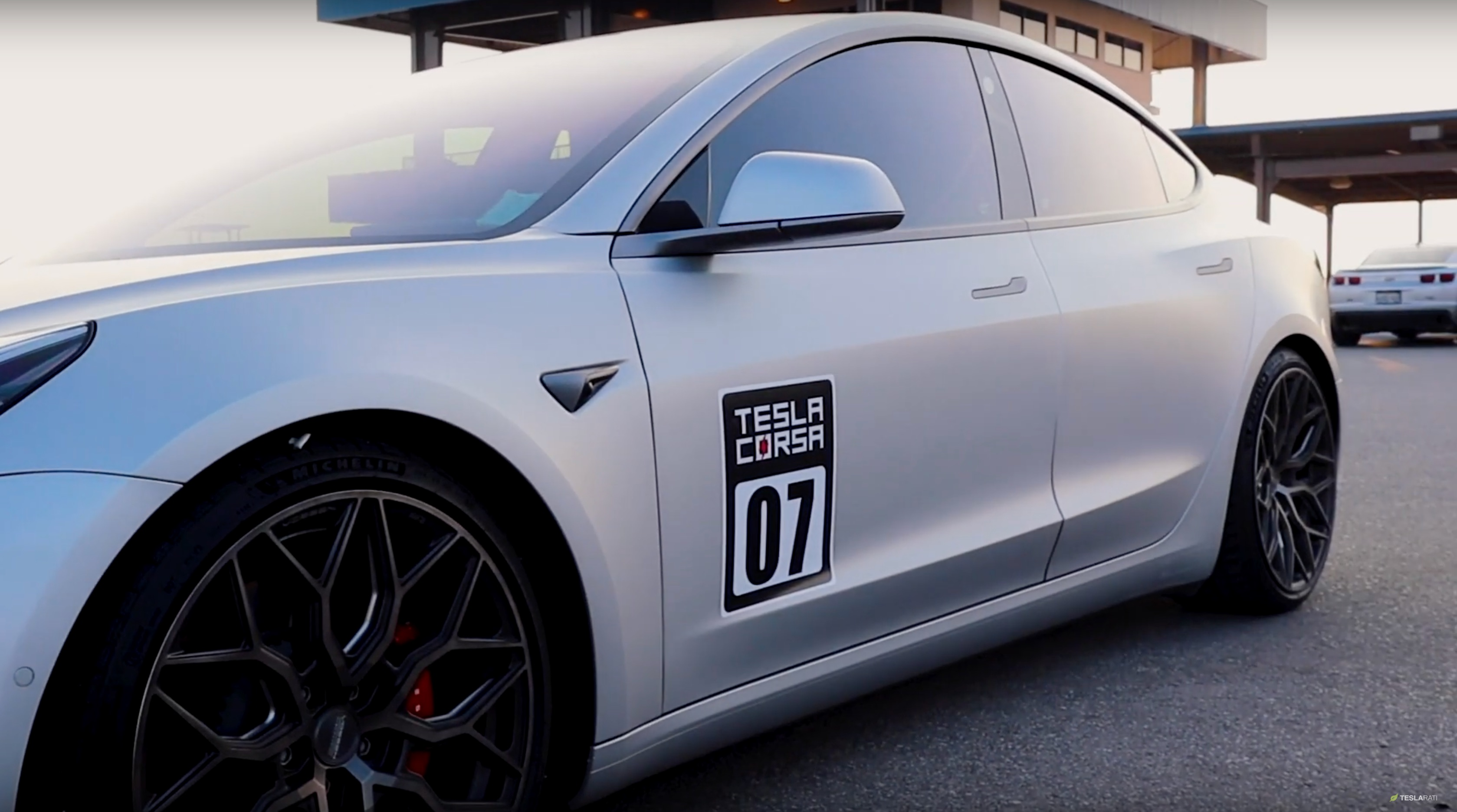 tesla-corsa-model-3-race-track