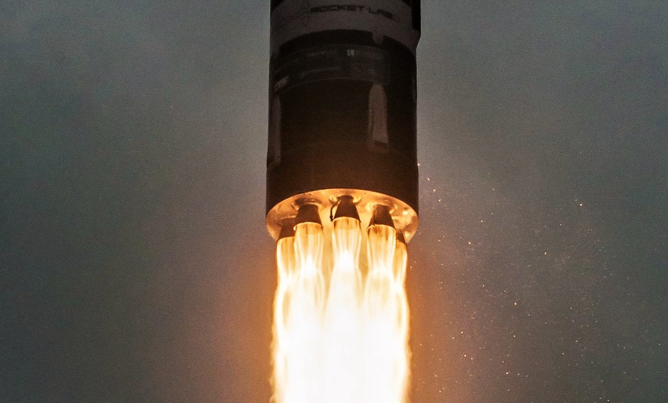 Electron Flight 5 R3D2 liftoff (Rocket Lab) 2 crop