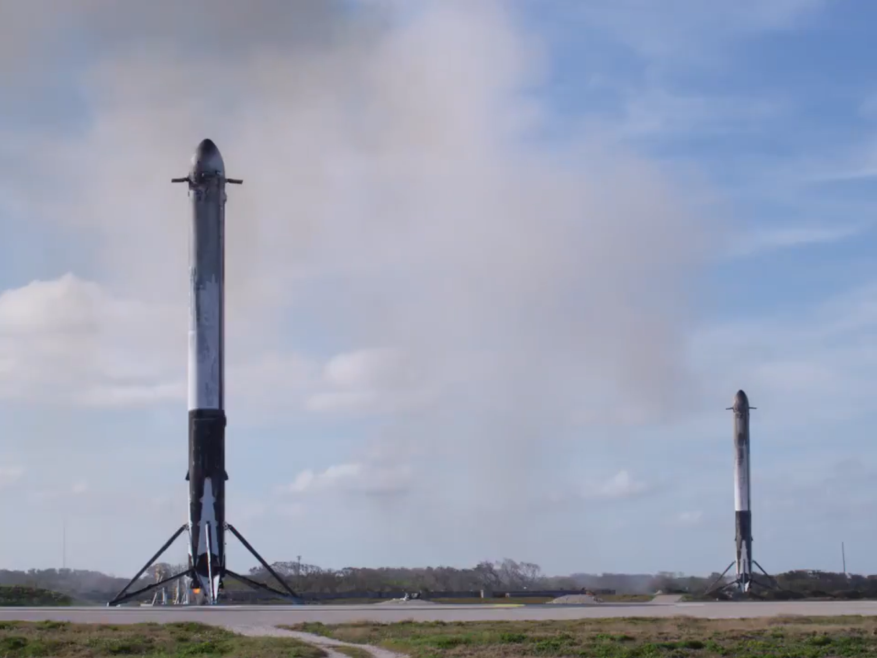 Falcon Heavy Flight 1 LZ-1 LZ-2 landing (SpaceX) 1