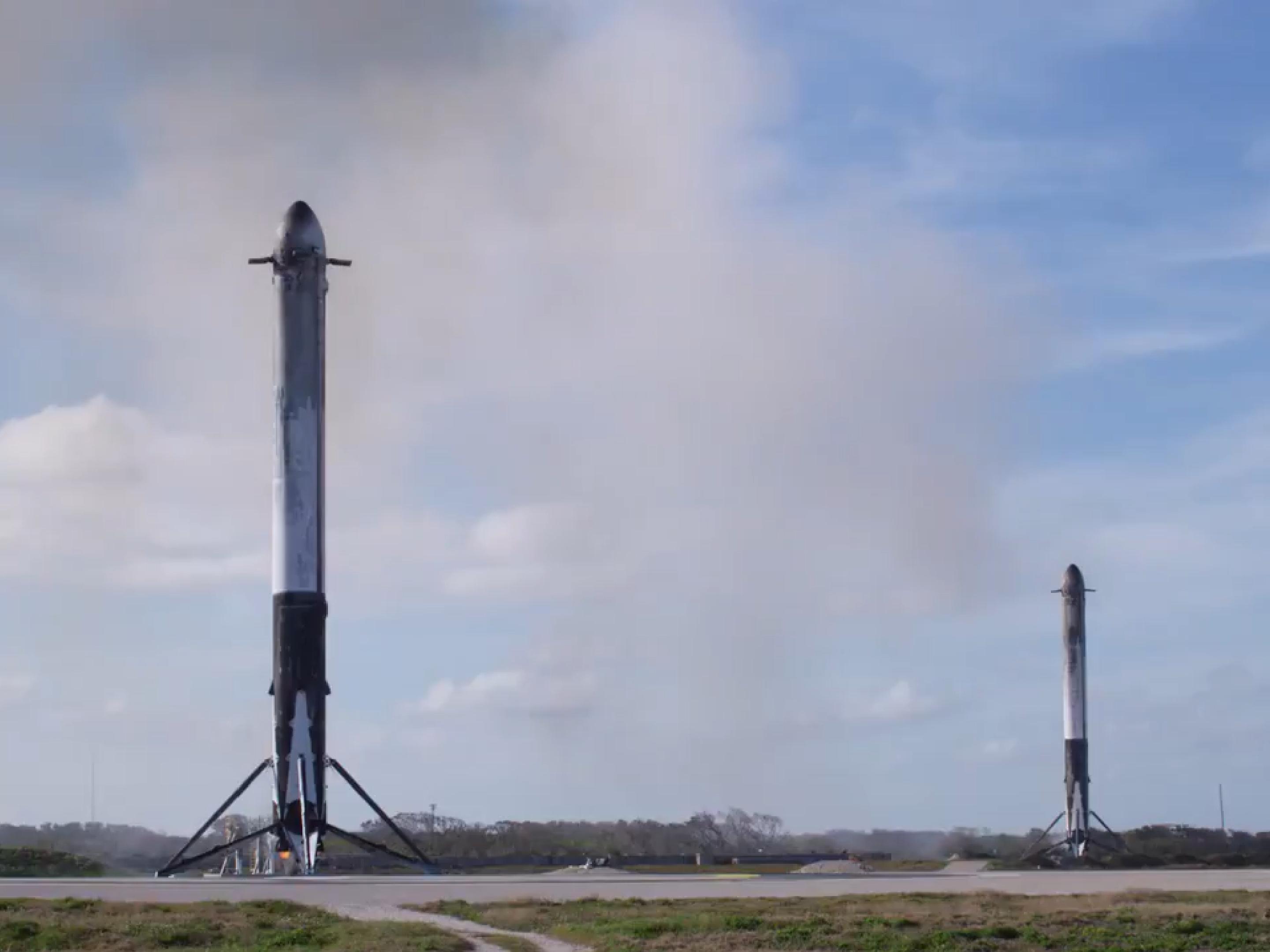 Falcon Heavy Flight 1 LZ-1 LZ-2 landing (SpaceX) 1