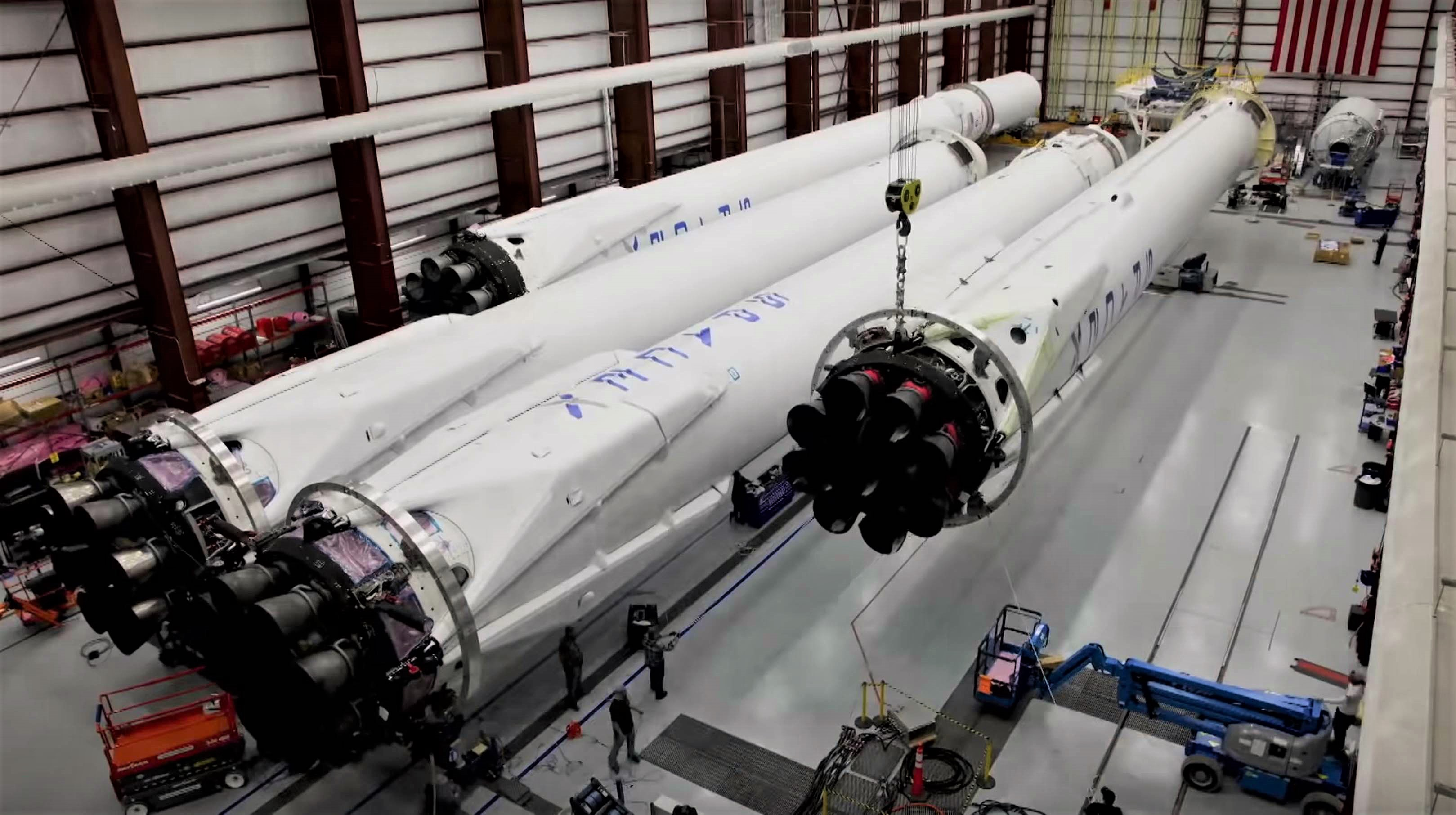Falcon Heavy Flight 1 booster integration (SpaceX) 3