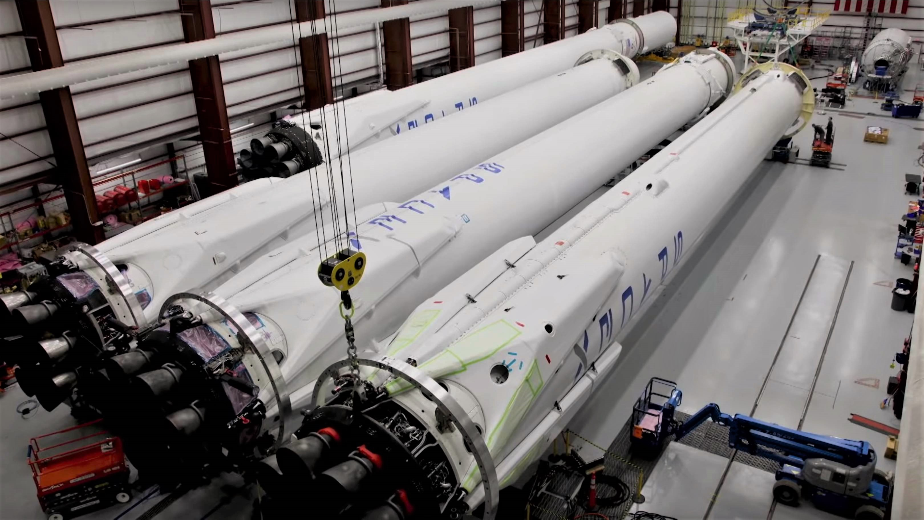 Falcon Heavy Flight 1 booster integration (SpaceX) 5