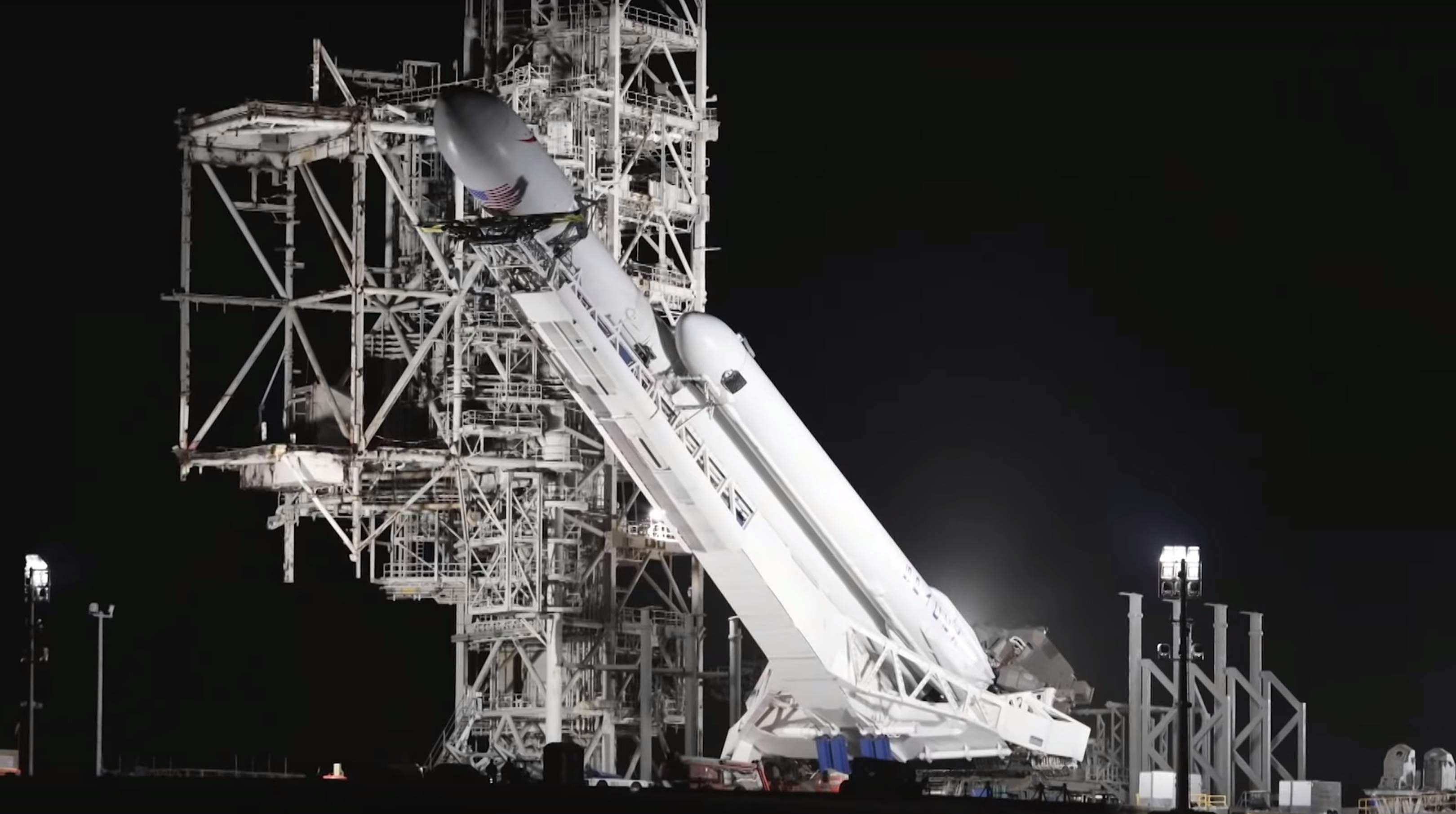 Falcon Heavy Flight 1 rollout (SpaceX) 4