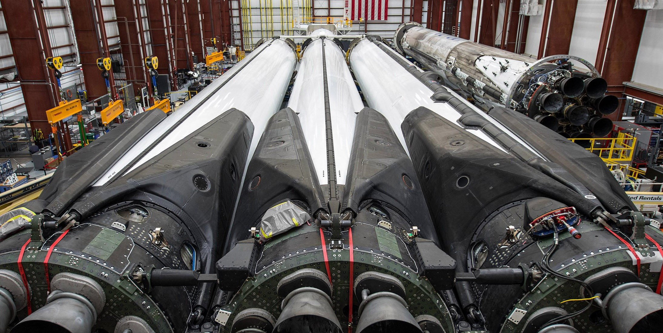 Falcon Heavy Flight 2 B1052 B1053 B1055 integration (SpaceX) crop 1