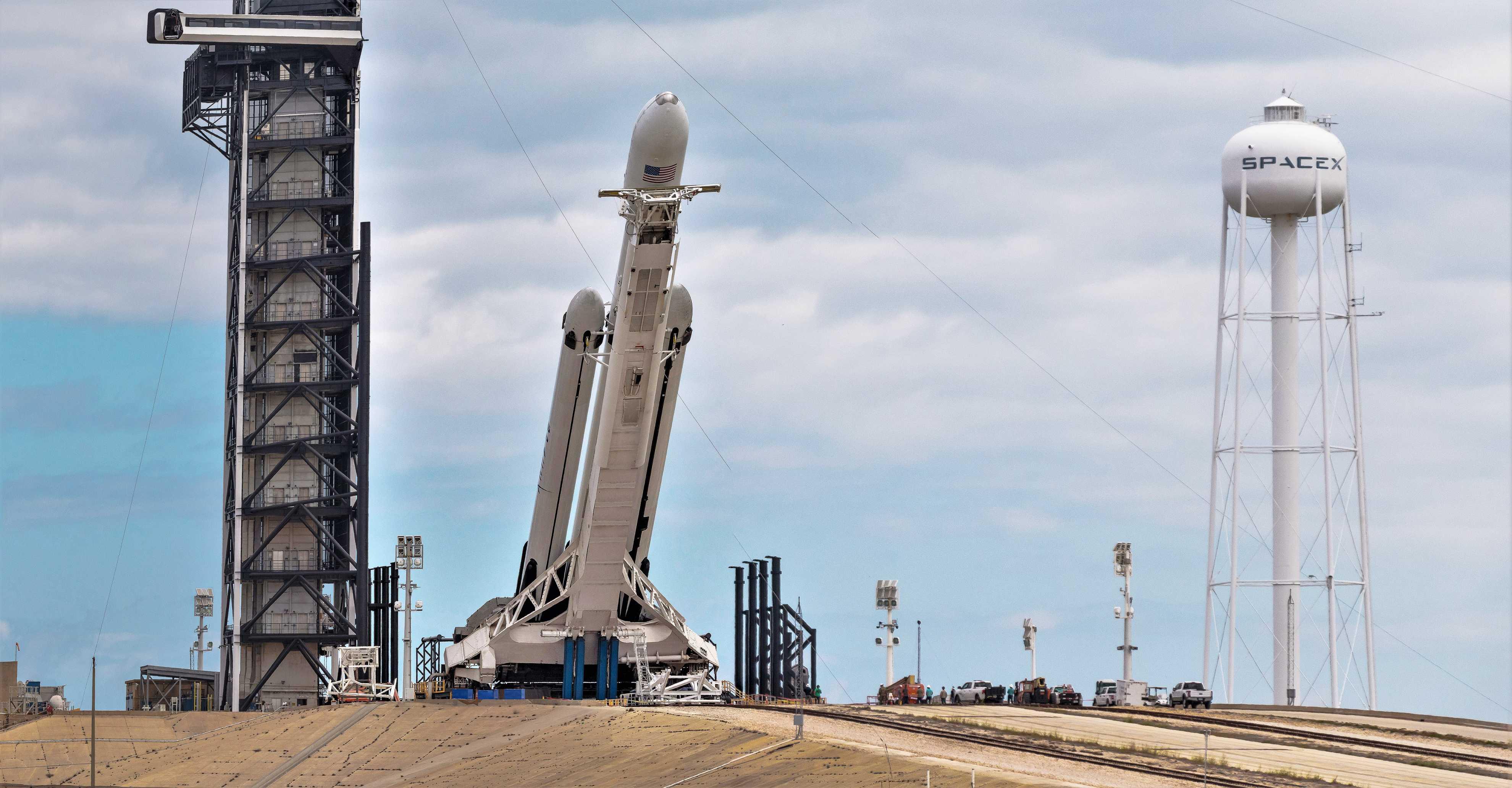 Falcon Heavy Flight 2 prelaunch 39A (Pauline Acalin) pano 4 edit (c)