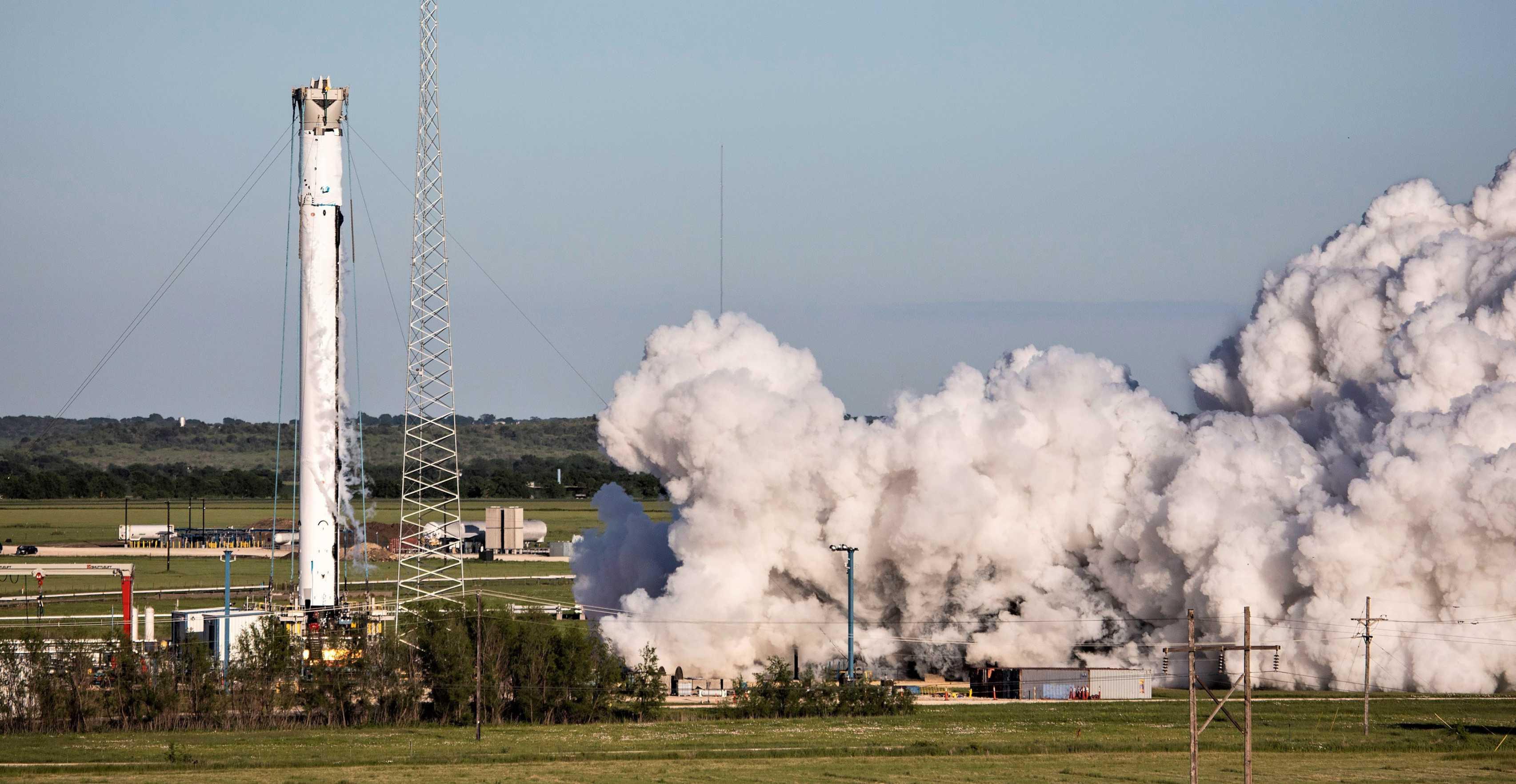 Falcon Heavy center core B1057 static fire test McGregor 042619 (SpaceX) 1 edit (c)