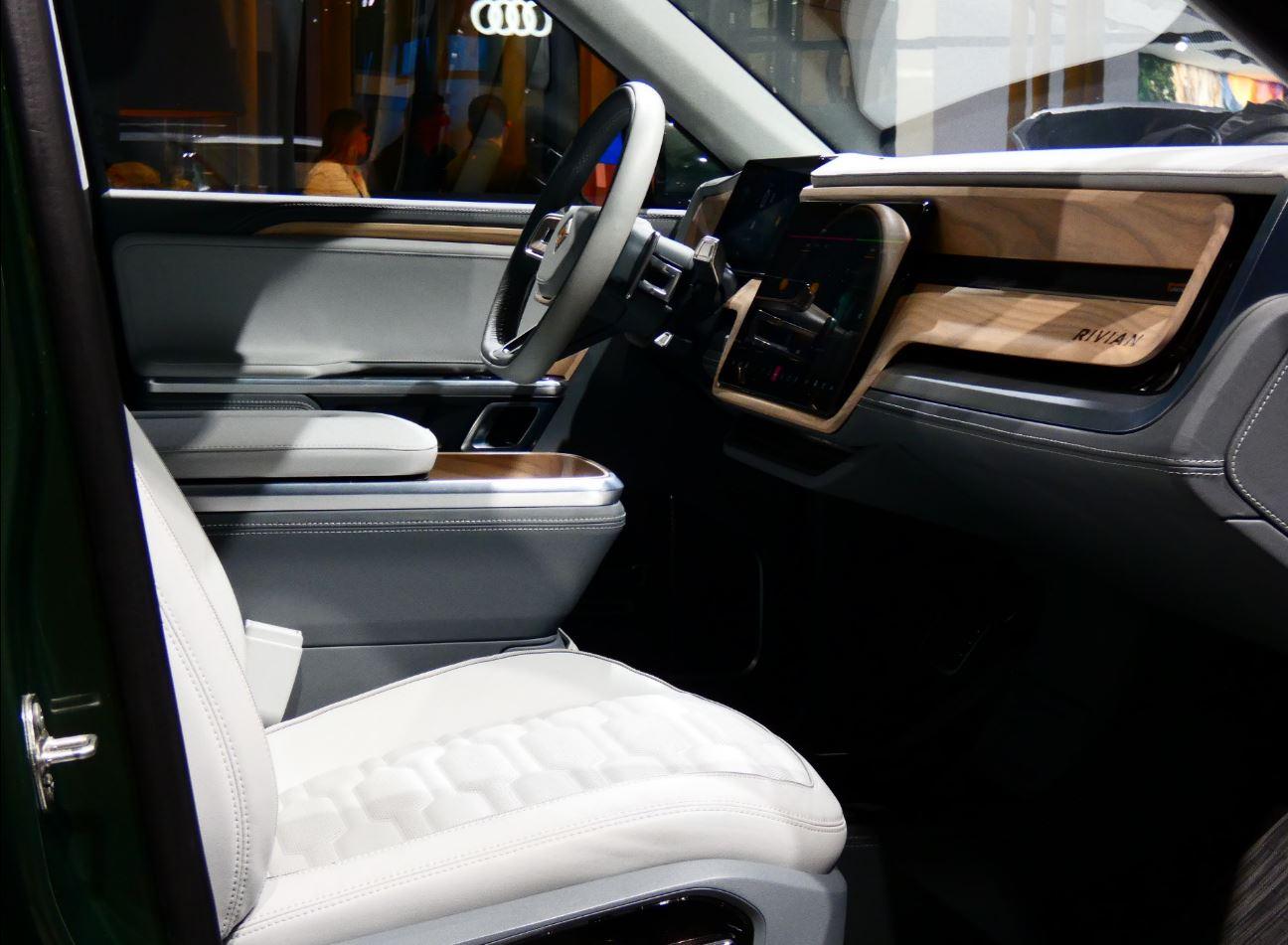 Rivian_R1S_interior