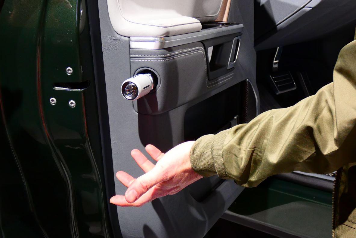 Rivian_door-flashlight_NY-auto