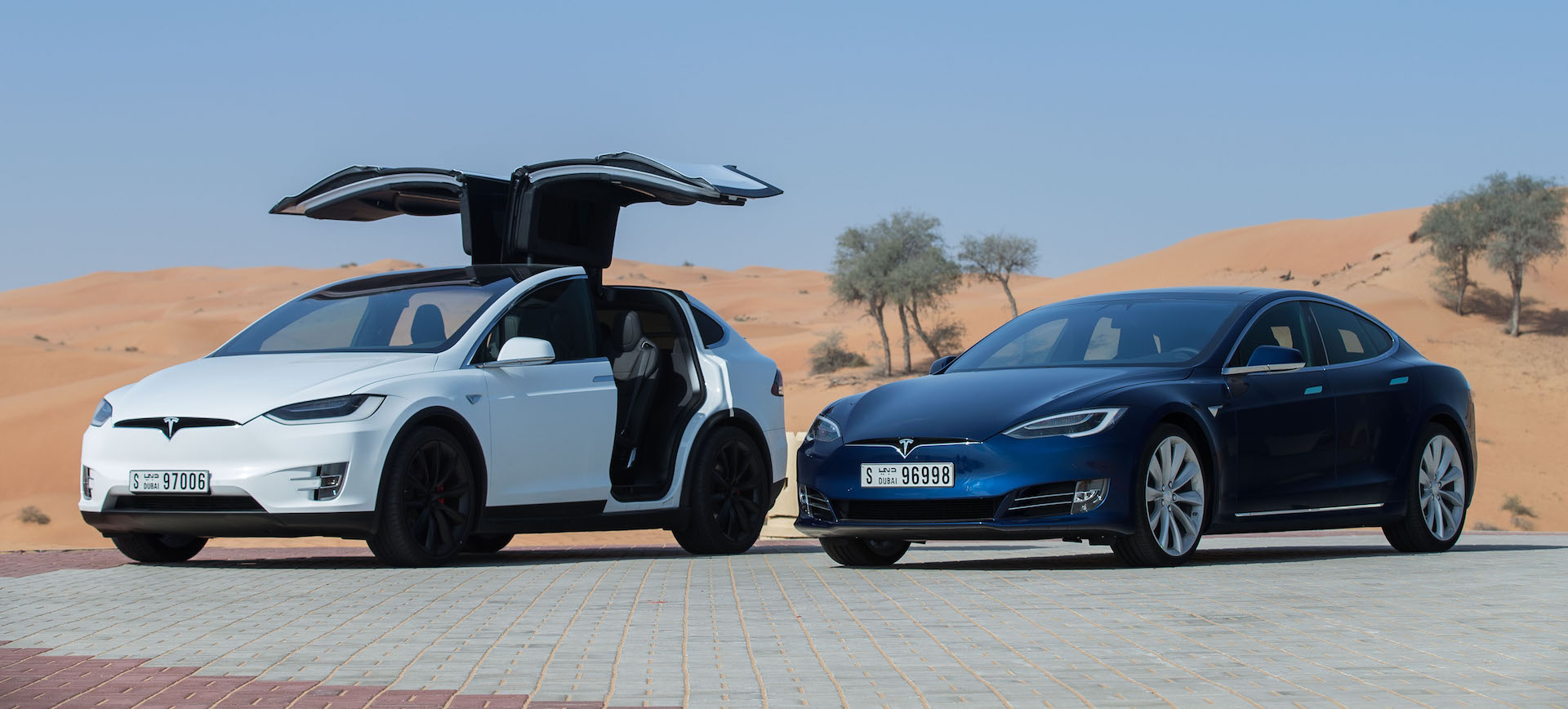 Tesla-Dubai-limousine-tax-service