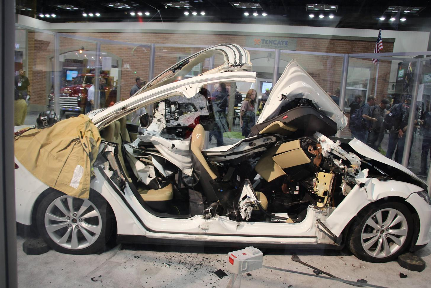 tesla-model-s-jaws-of-life-1a