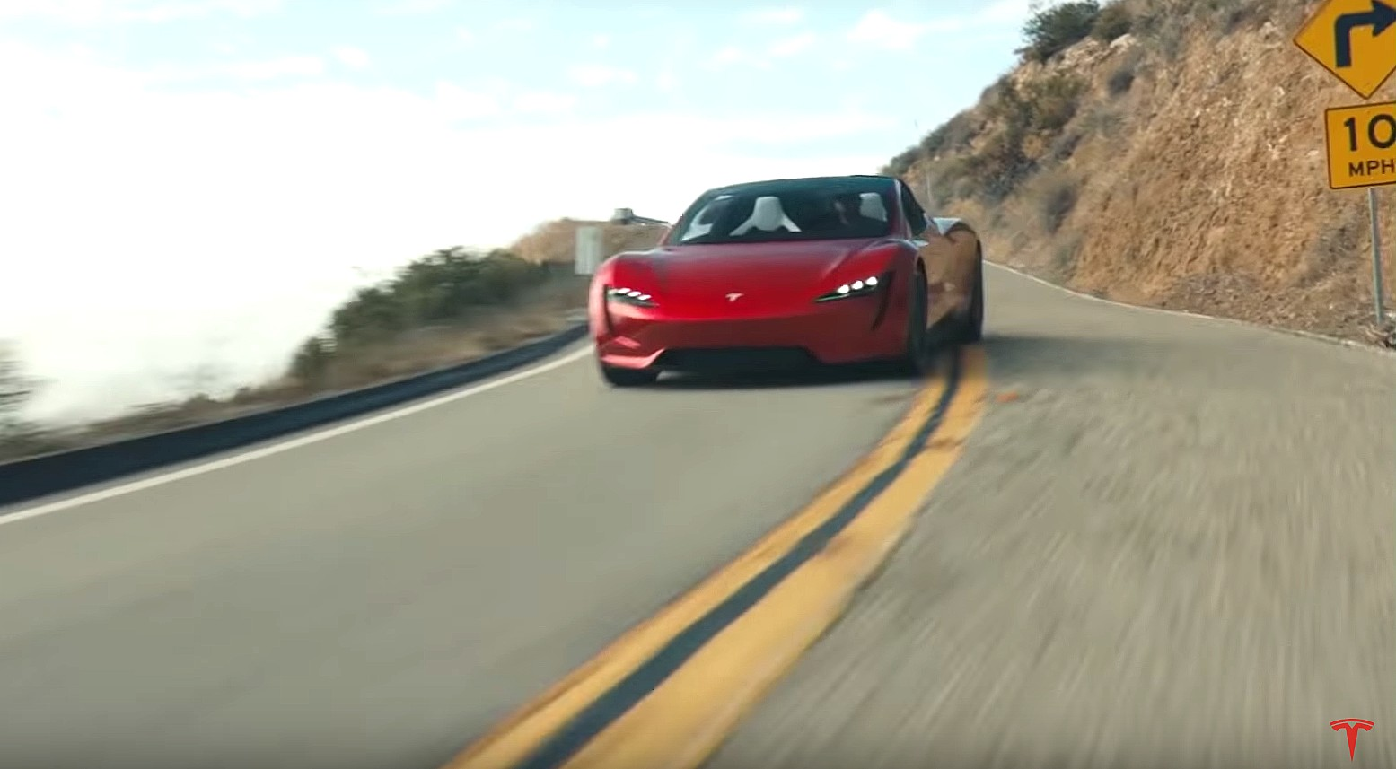 tesla-roadster-in-motion-1