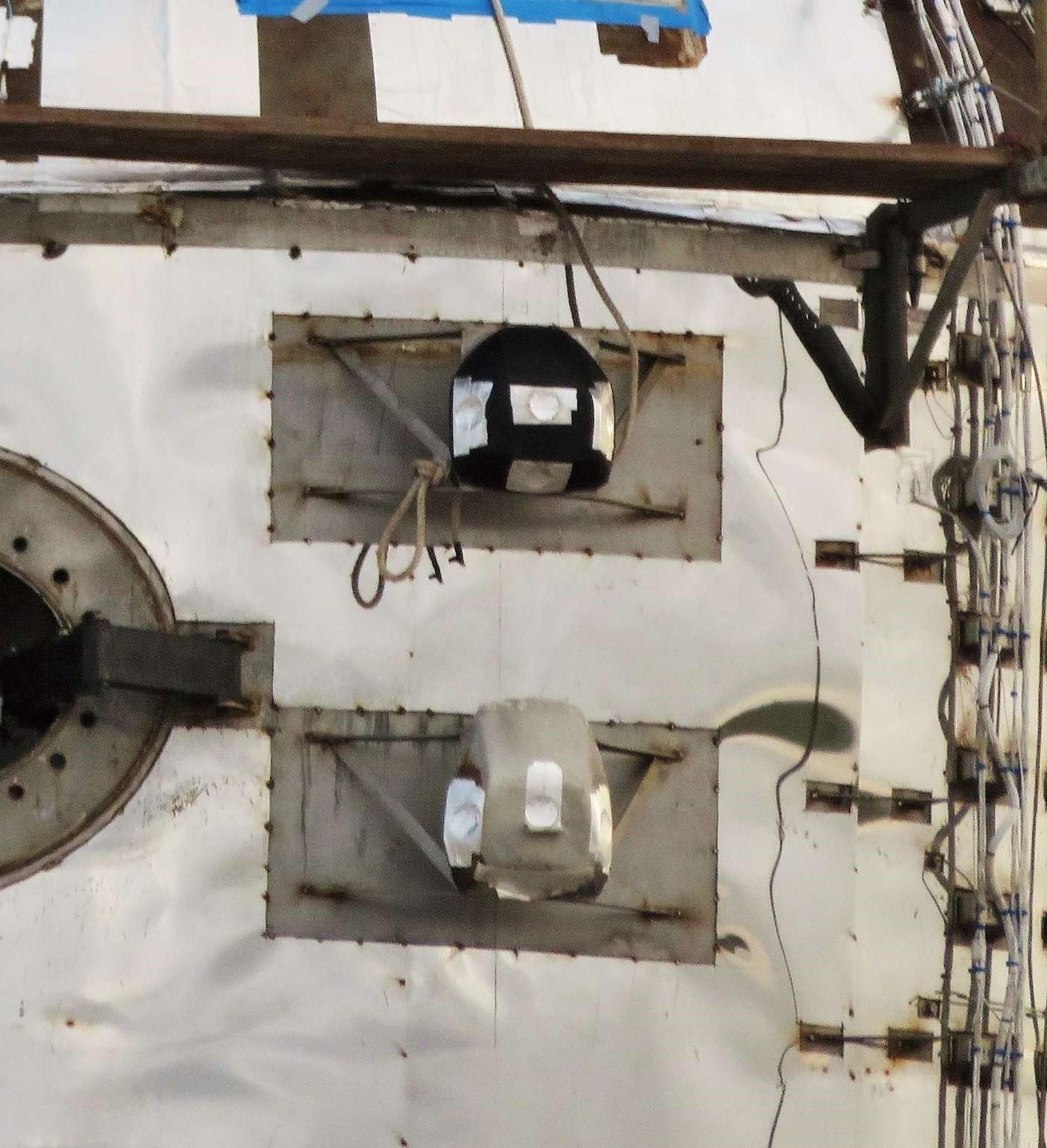 Boca Chica Starhopper ACS install 050719 (NASASpaceflight – bocachicagal) 4 crop (c) 2