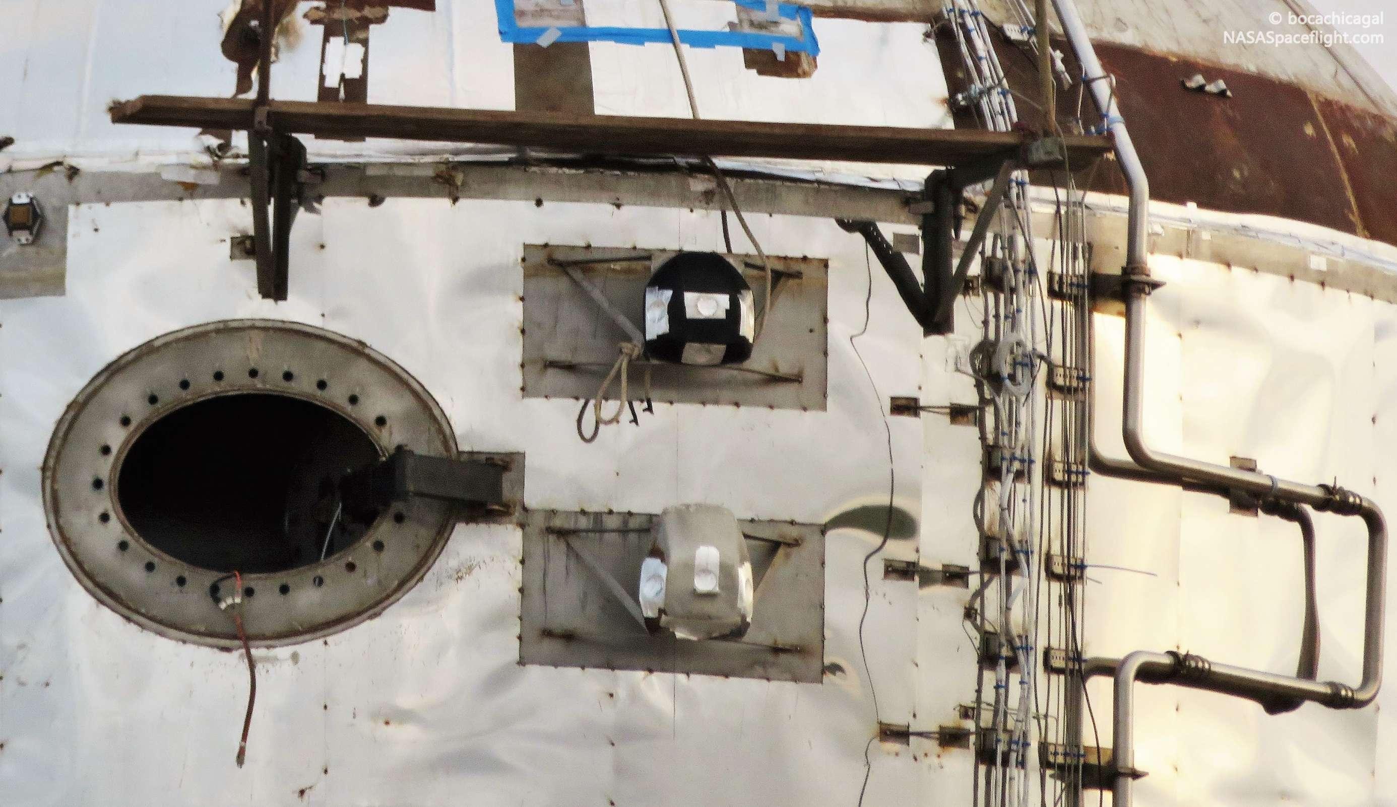 Boca Chica Starhopper ACS install 050719 (NASASpaceflight – bocachicagal) 4 crop (c)