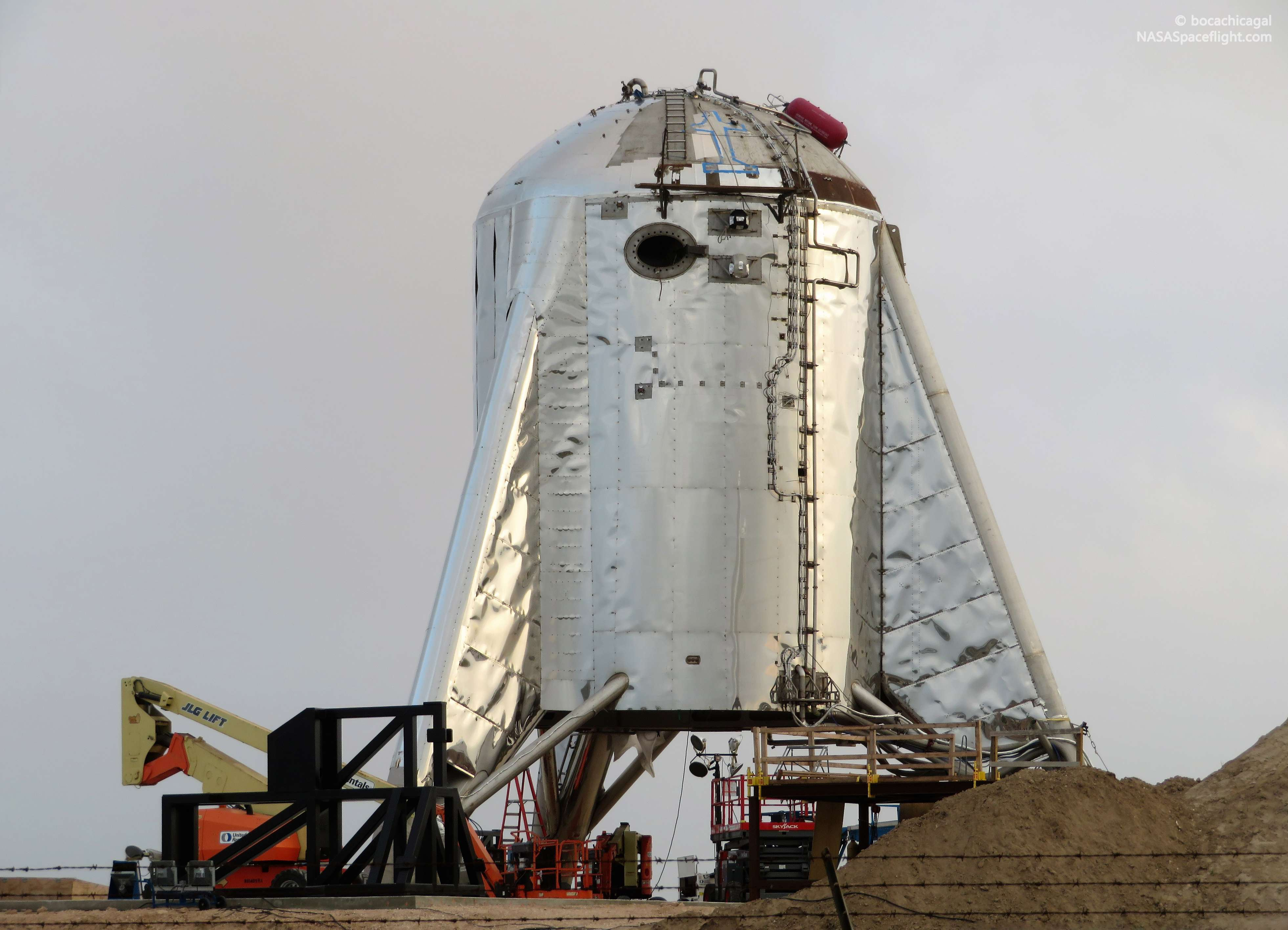 Boca Chica Starhopper ACS install 050719 (NASASpaceflight – bocachicagal) 6 (c)