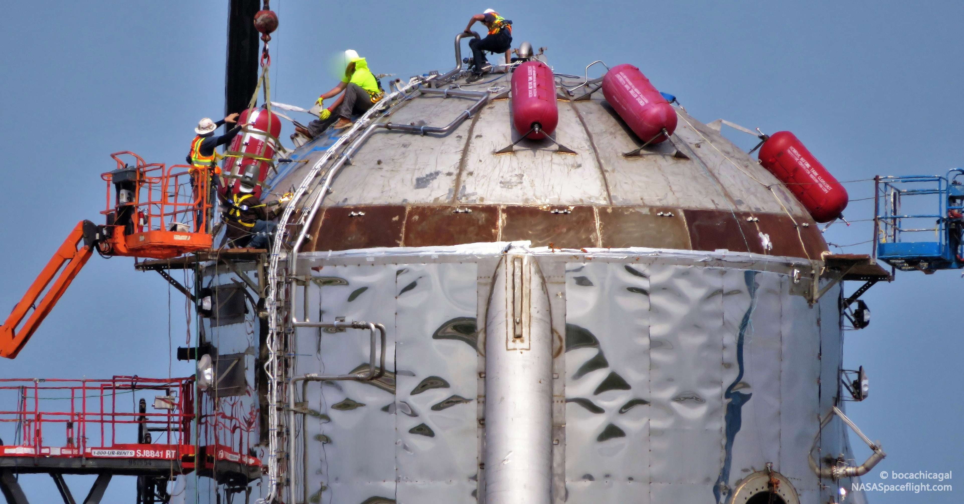 Boca Chica Starhopper ACS install 050819 (NASASpaceflight – bocachicagal) 1 crop (c)