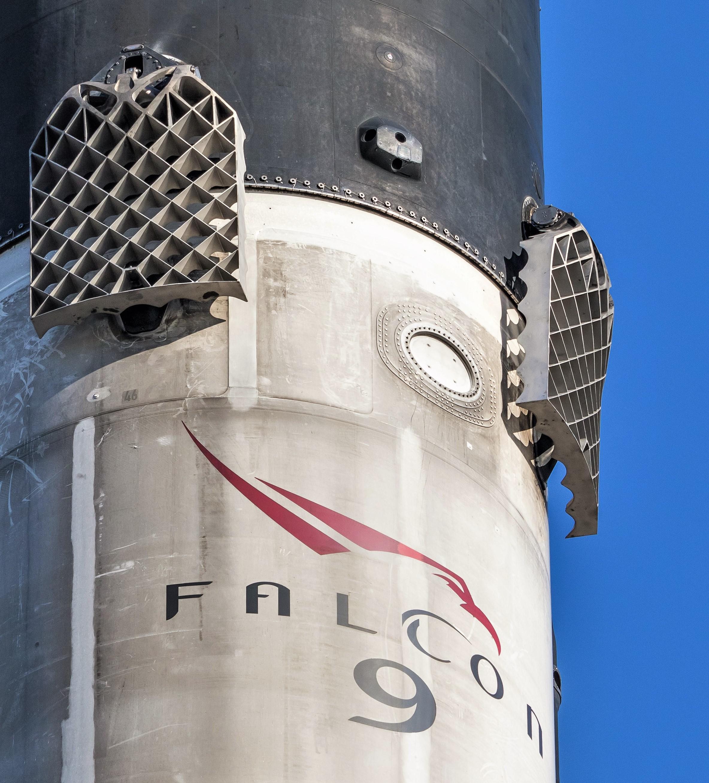 Falcon 9 B1046 SSO-A grid fin removal 120818 (Pauline Acalin) (33) ACS pod
