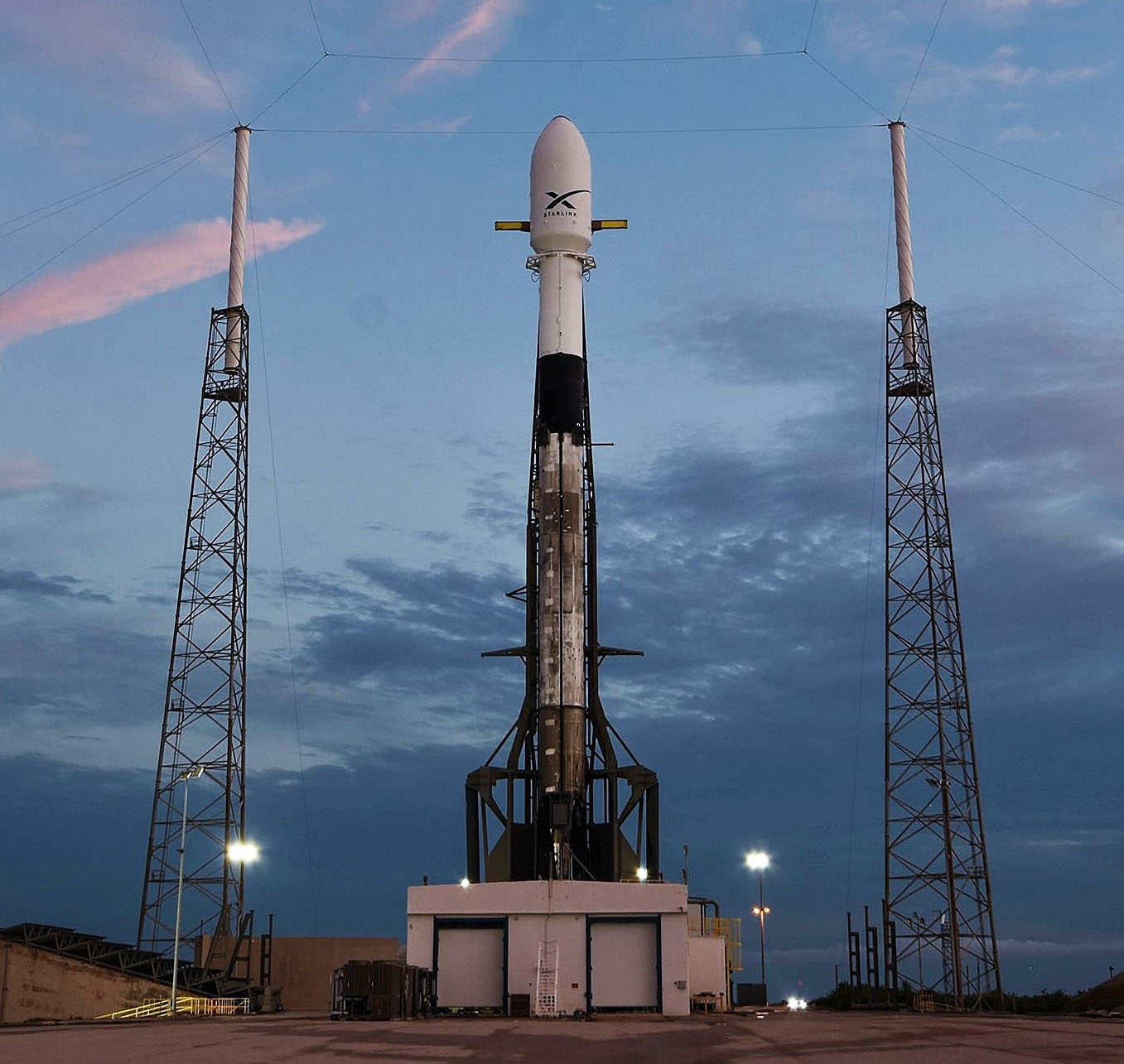 Falcon 9 B1049 Starlink v0.9 preflight LC40 051419 (SpaceX) 1 crop 3