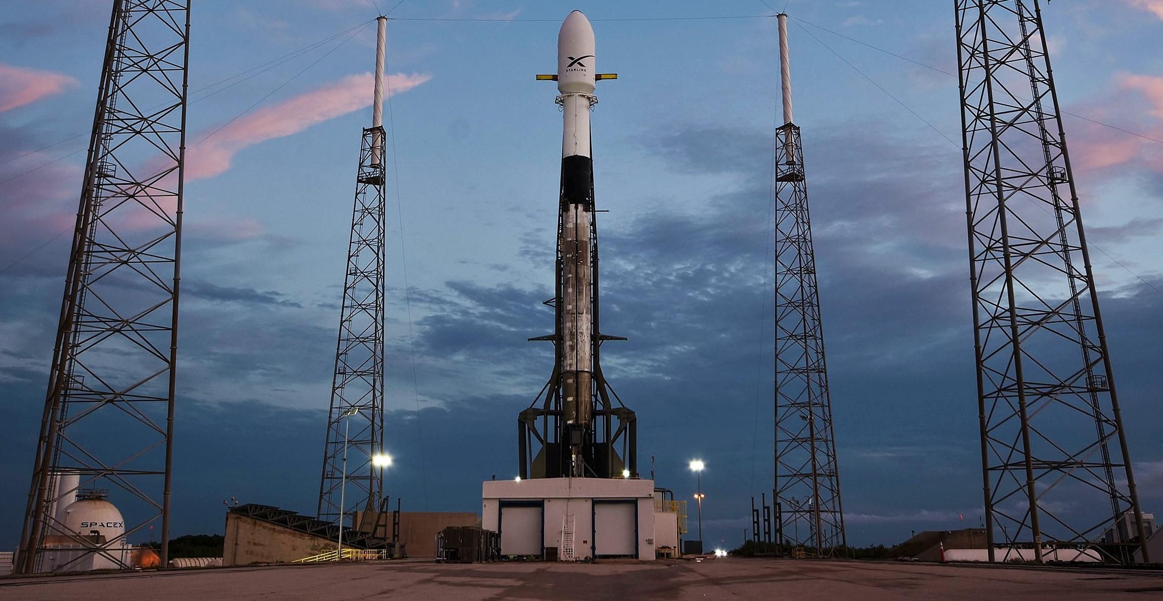 Falcon 9 B1049 Starlink v0.9 preflight LC40 051419 (SpaceX) 1 crop