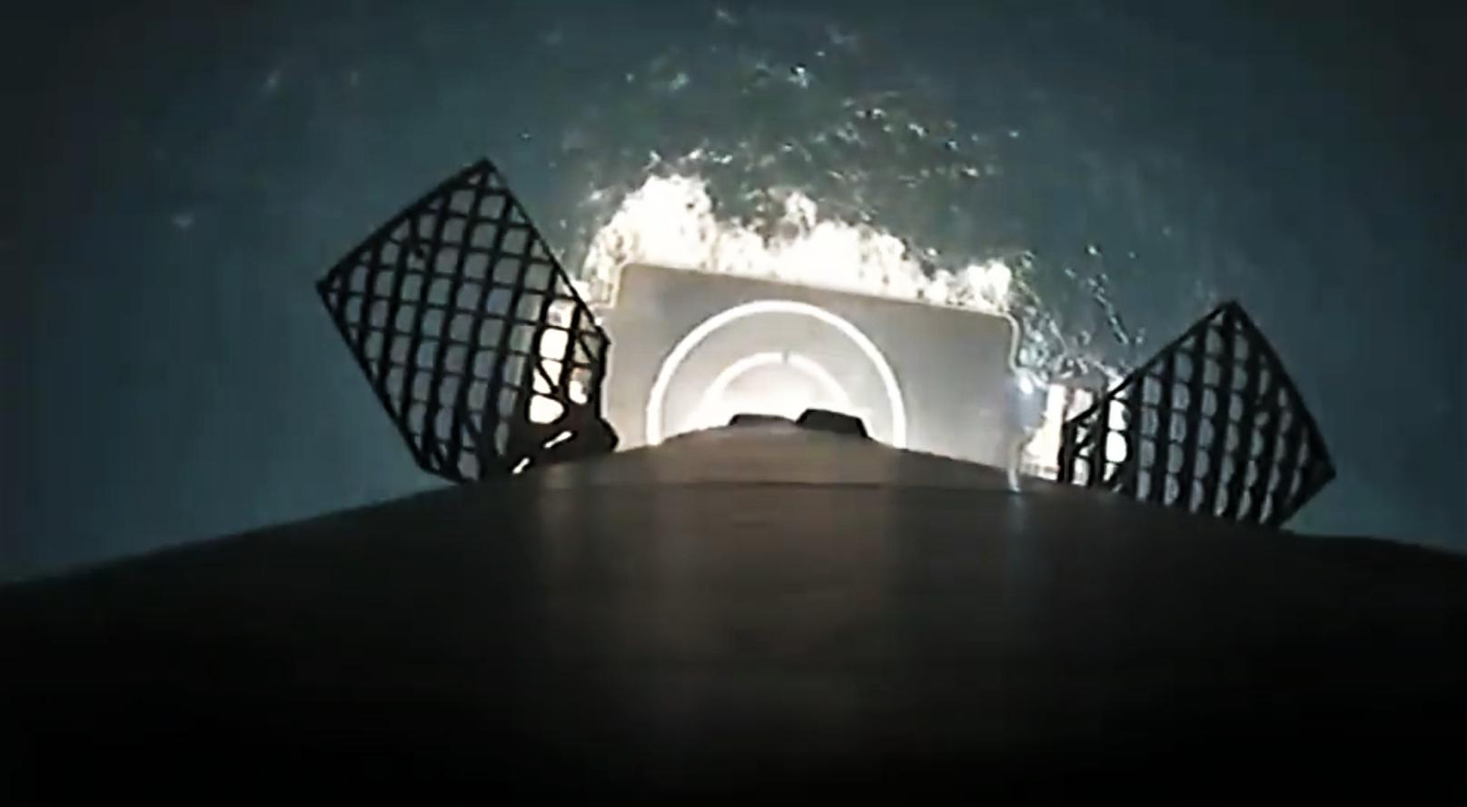 Falcon 9 B1056 infrared landing (SpaceX) 6
