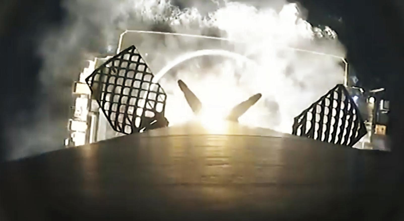 Falcon 9 B1056 infrared landing (SpaceX) 8