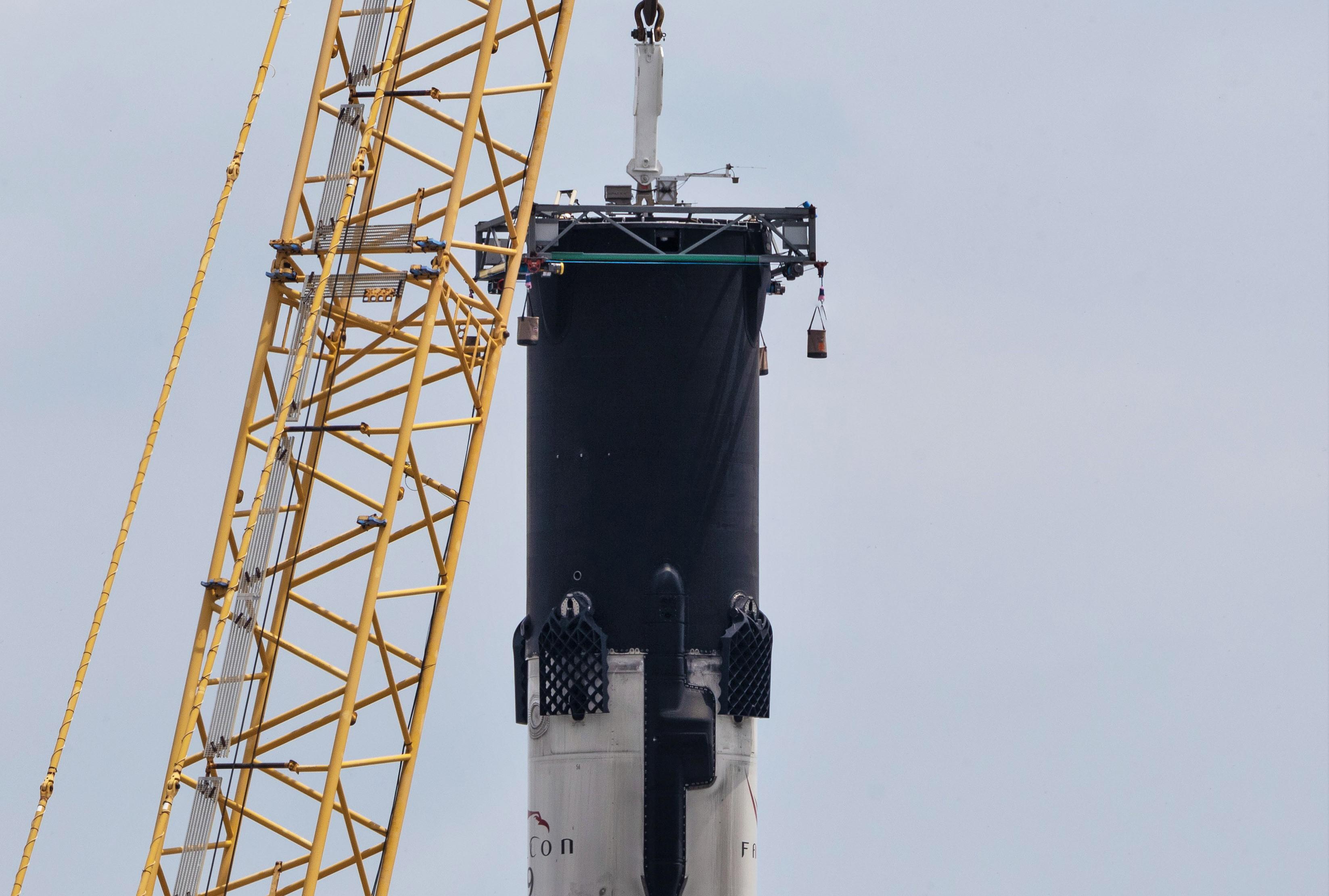 Falcon 9 B1056 recovery 050619 (Tom Cross) pano 1 leg retractor 1