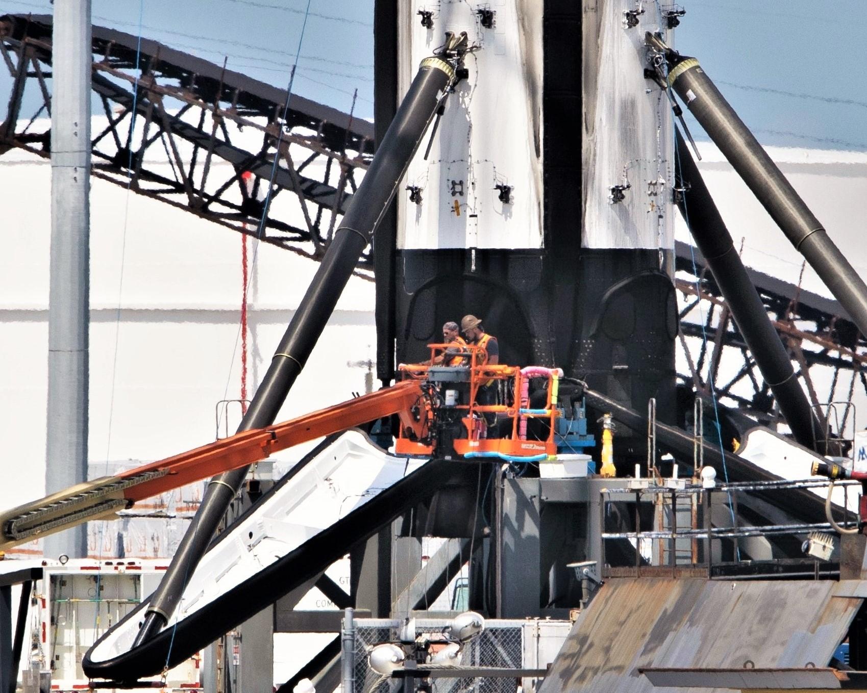 Falcon 9 b1056 leg retraction 1 of 4 050719 (Tom Cross) 1 crop